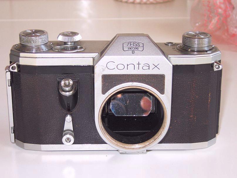 CONTAX D .