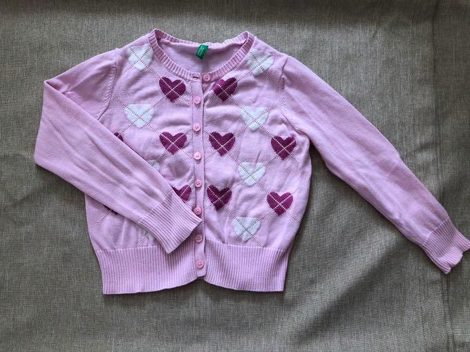 Sweterek benetton 110 różowy w serduszka