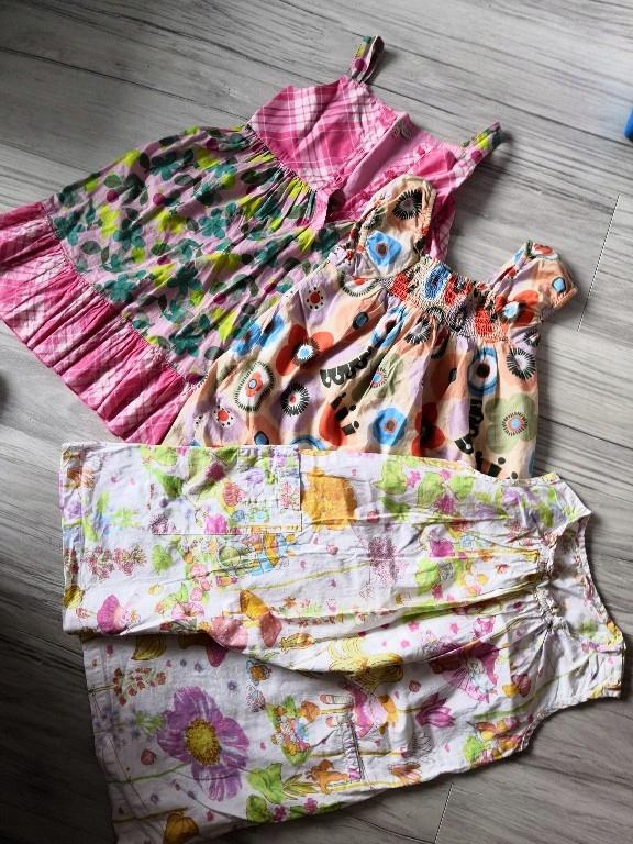 sukienki 3 sztuki 4-5 lat