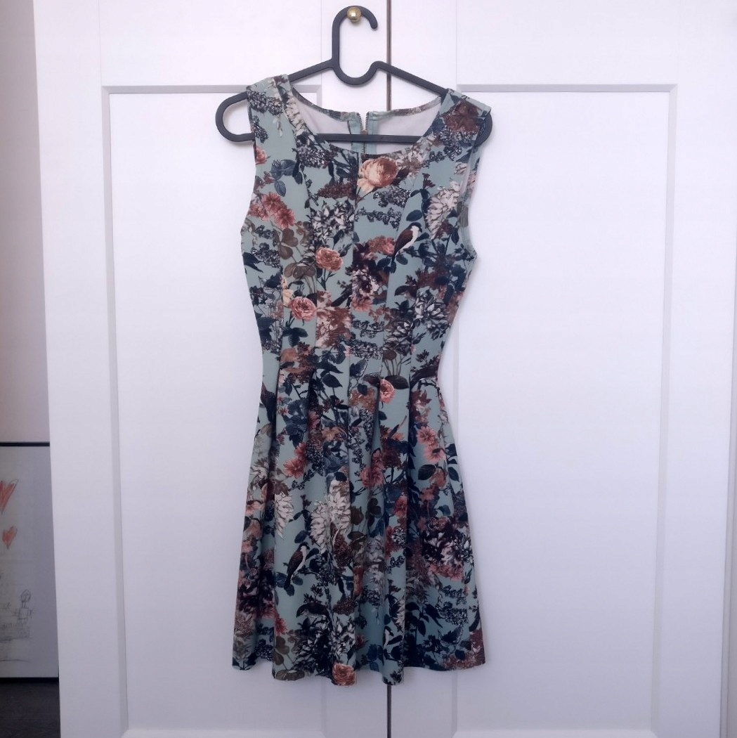 Kolorowa sukienka letnia w kwiaty midi 36