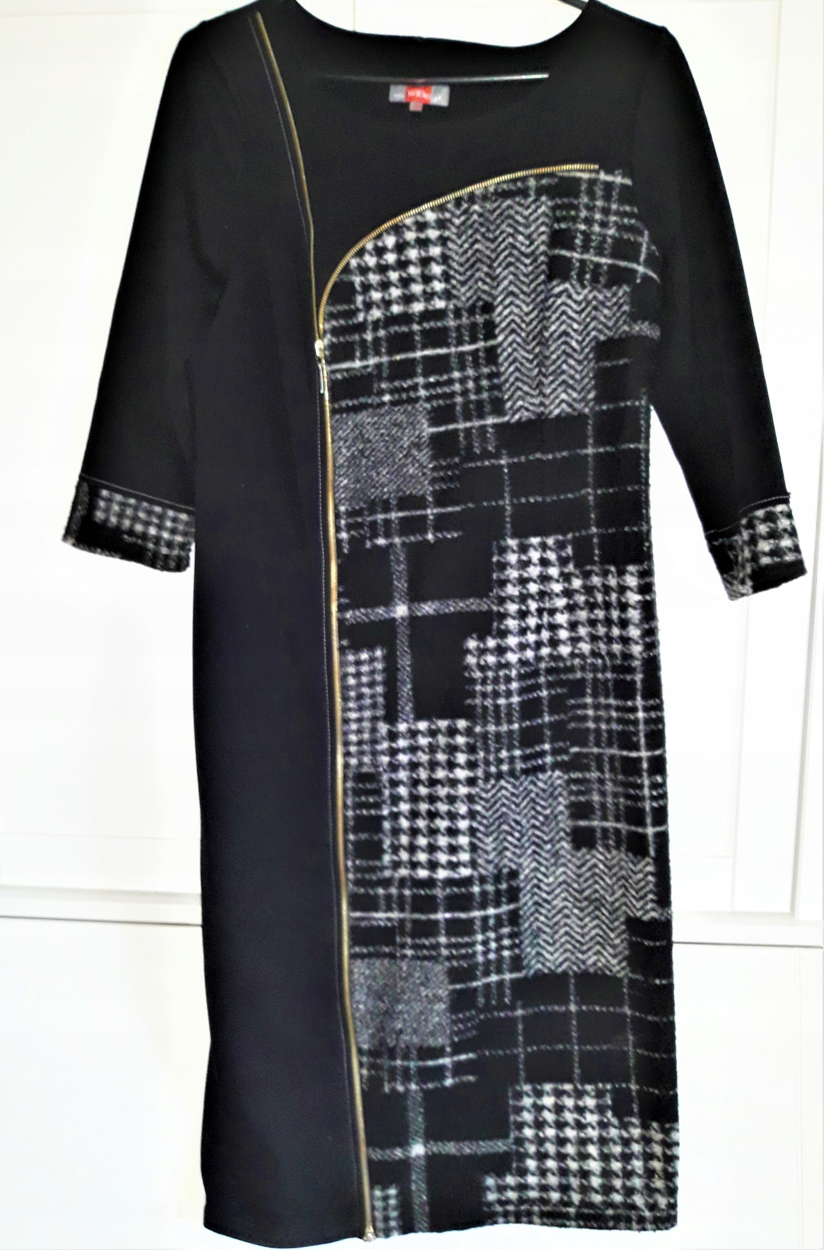 Sukienka z suwakami 40