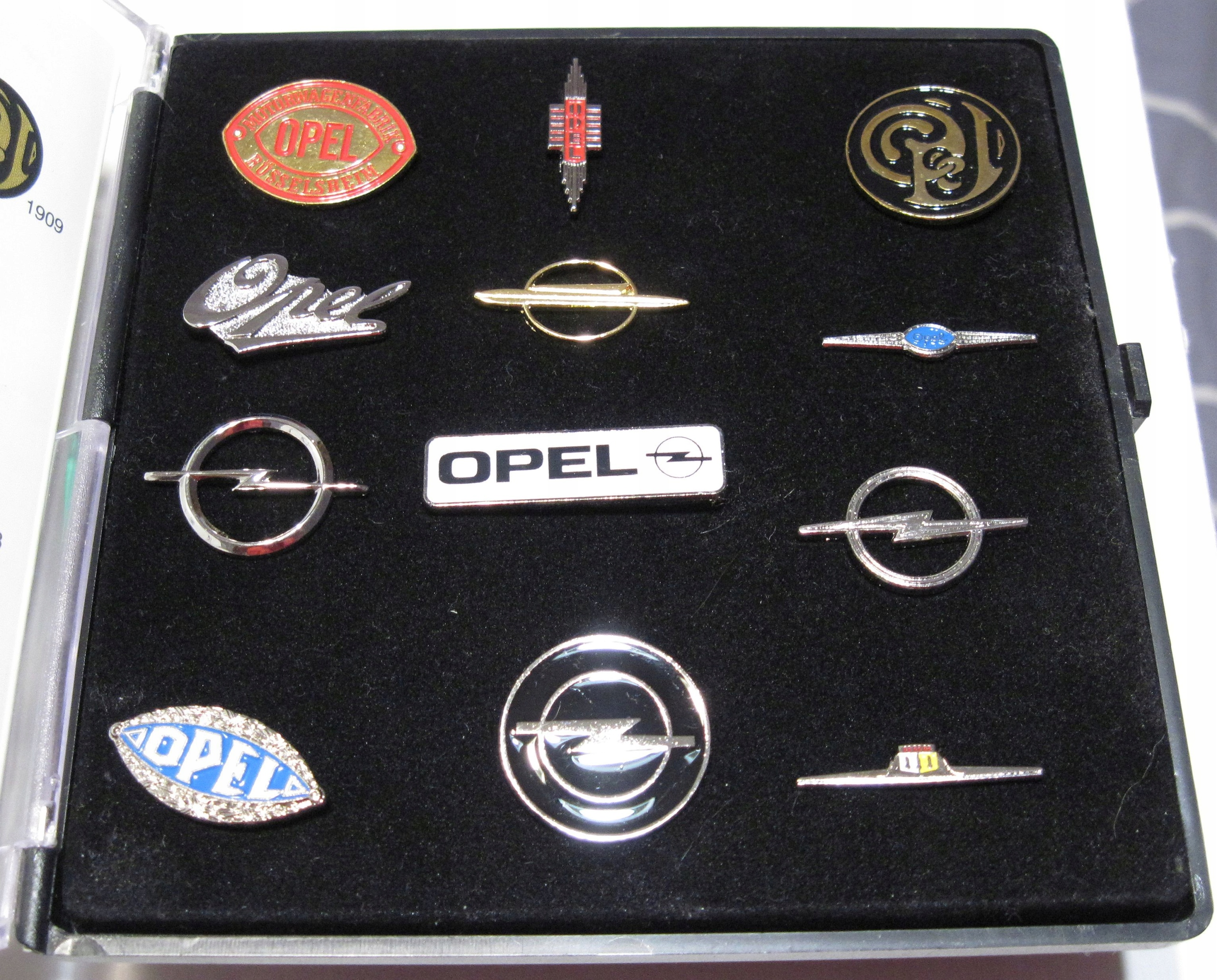 100 lat znaku firmowego Opel metalowe wpinki 12szt