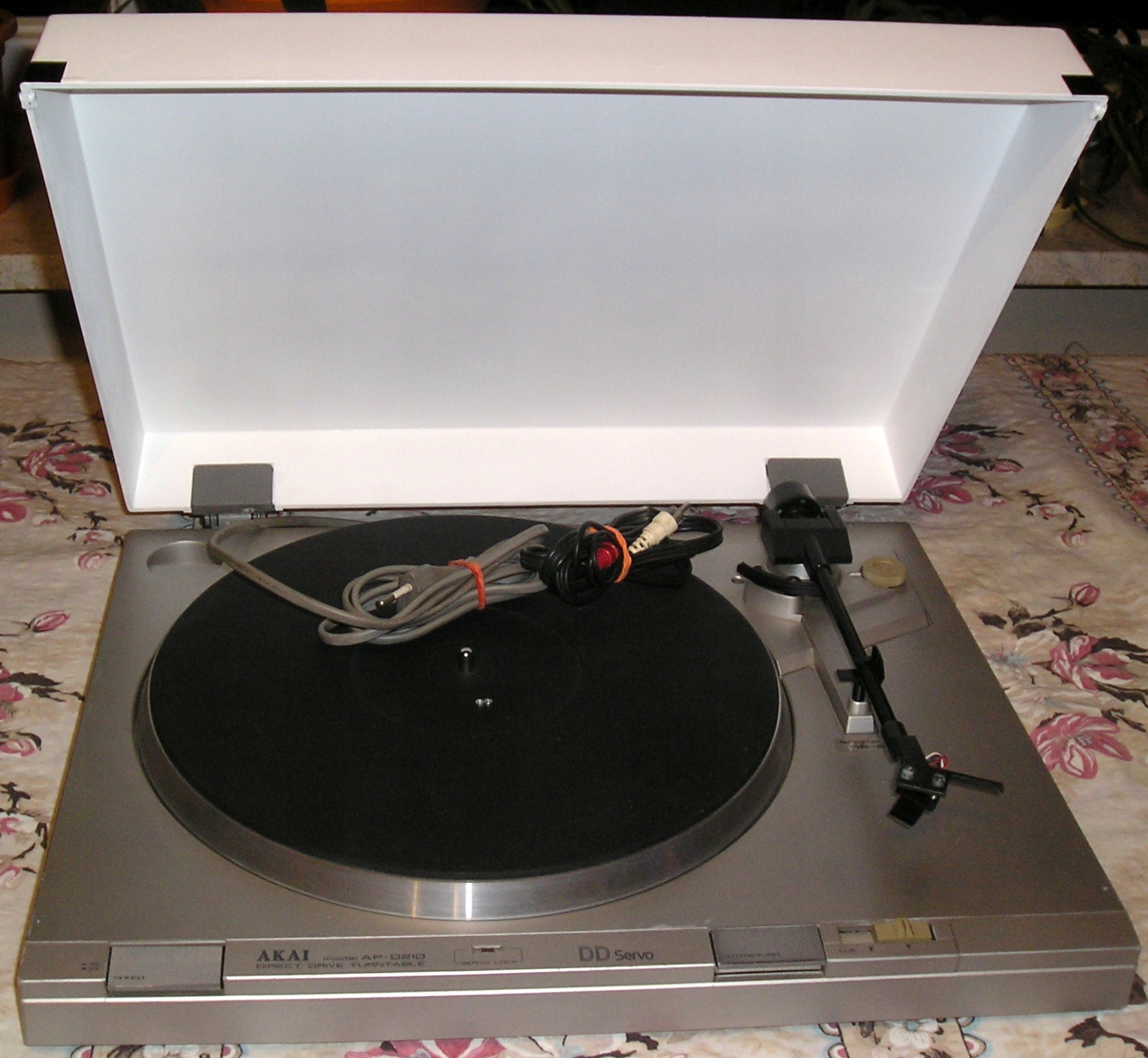 Gramofon AKAI AP D210 DD półautomat BDB srebrny