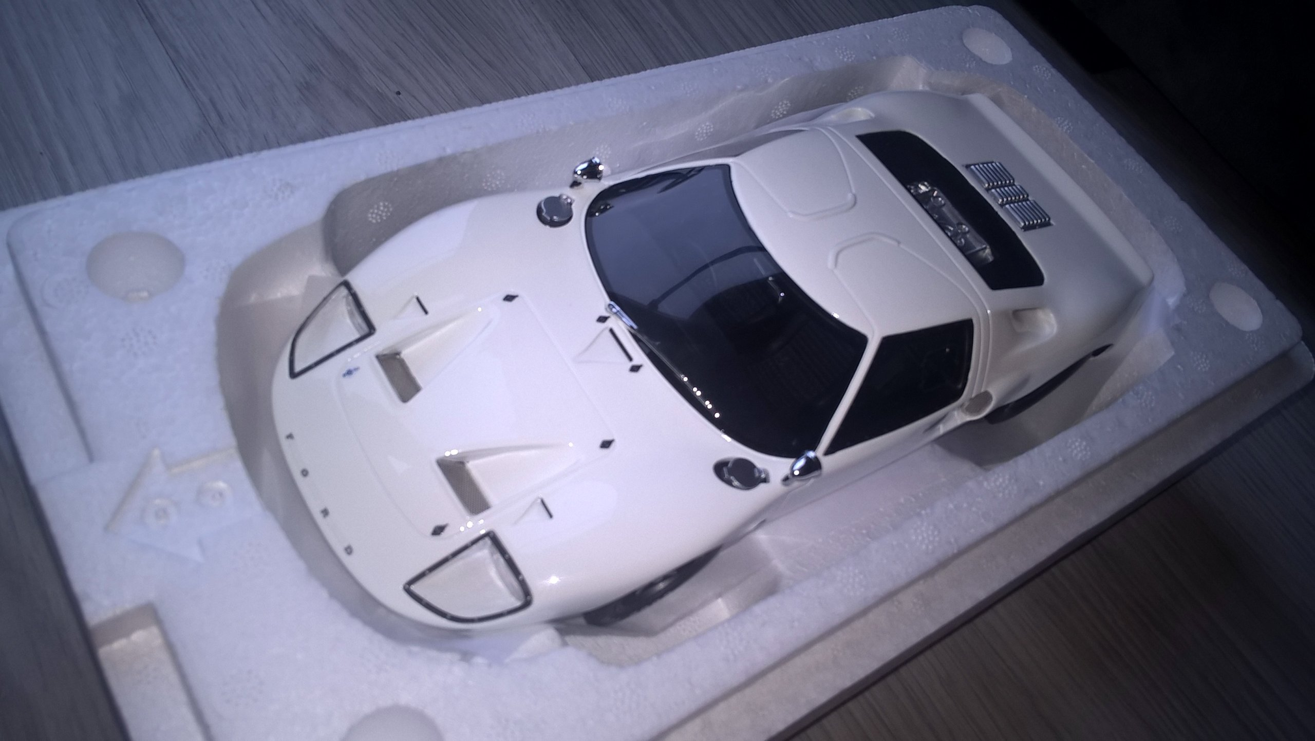 FORD GT40 - 1/18 - GT Spirit - nowy - świetny