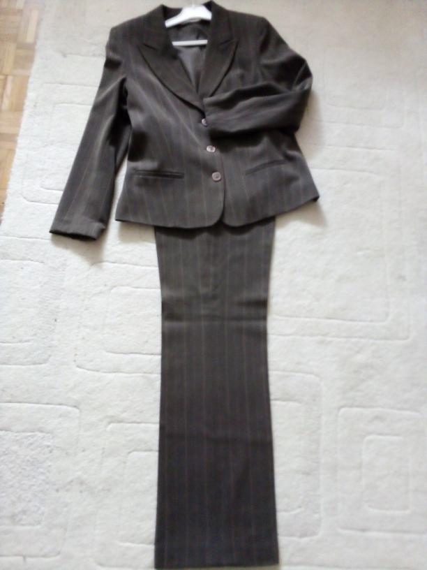 Świetna garsonka ,kostium w prążki do pracy,-42/XL