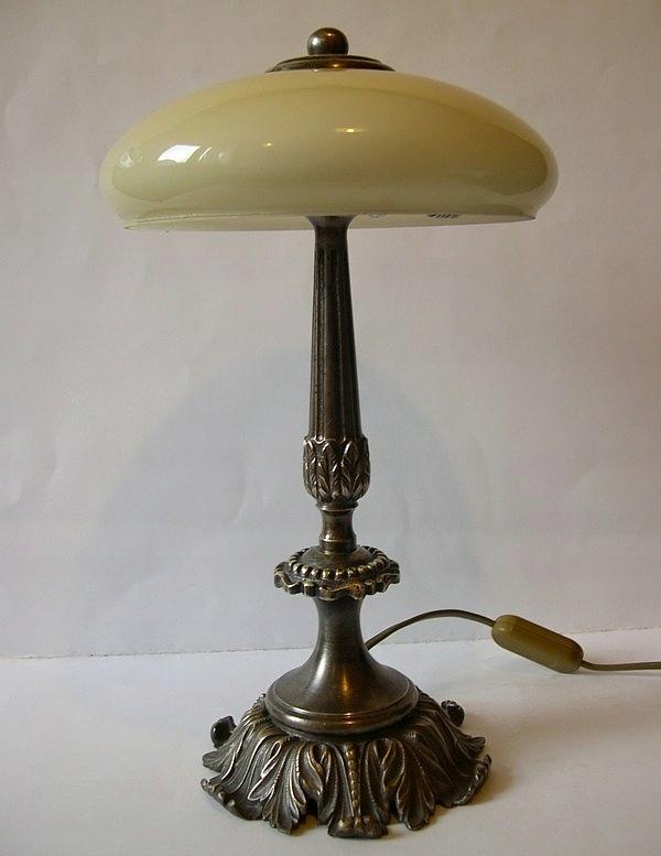 Stara mosiężna lampa
