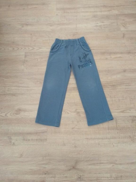 Spodnie dresowe 122-128