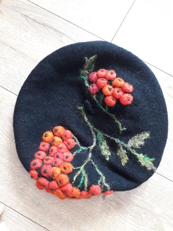 Jarzębina beret filcowy hand made wełna