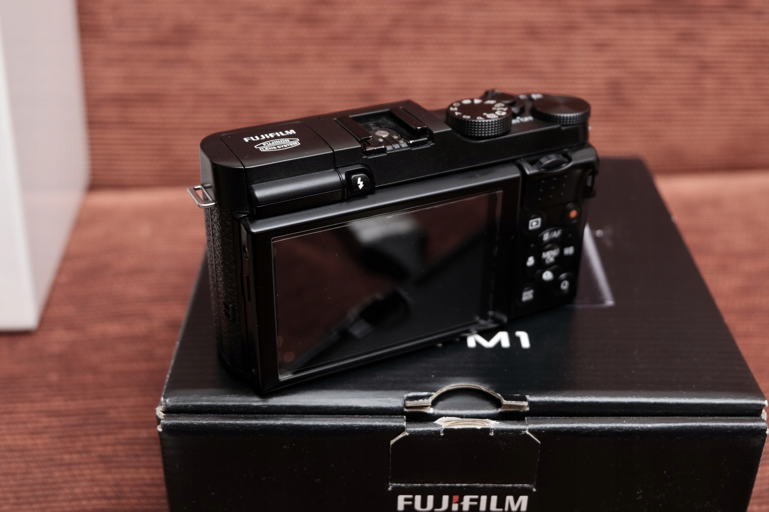 FUJI X-M1 z obiektywem 16-50