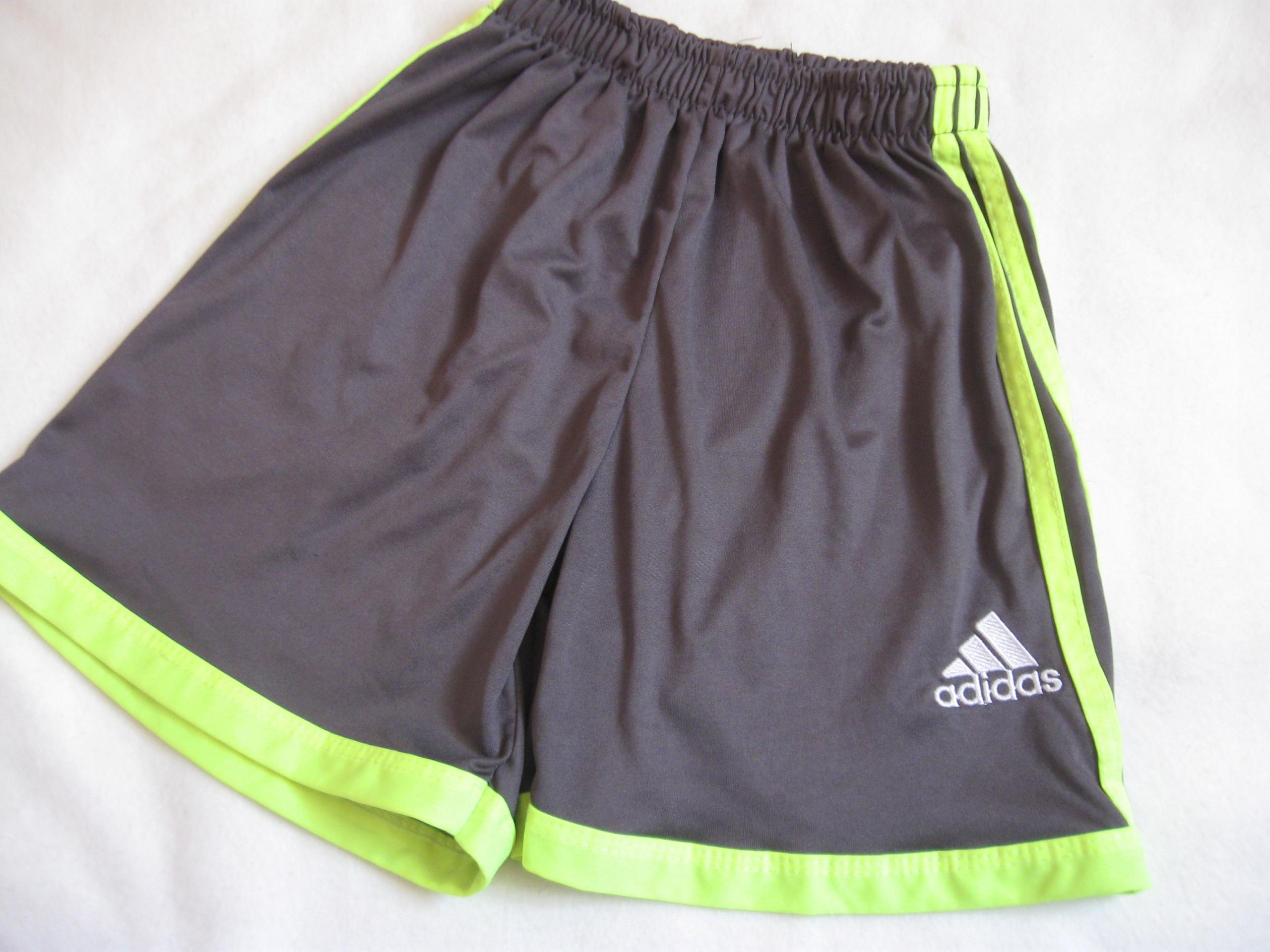 Adidas_Spodenki na 140 cm
