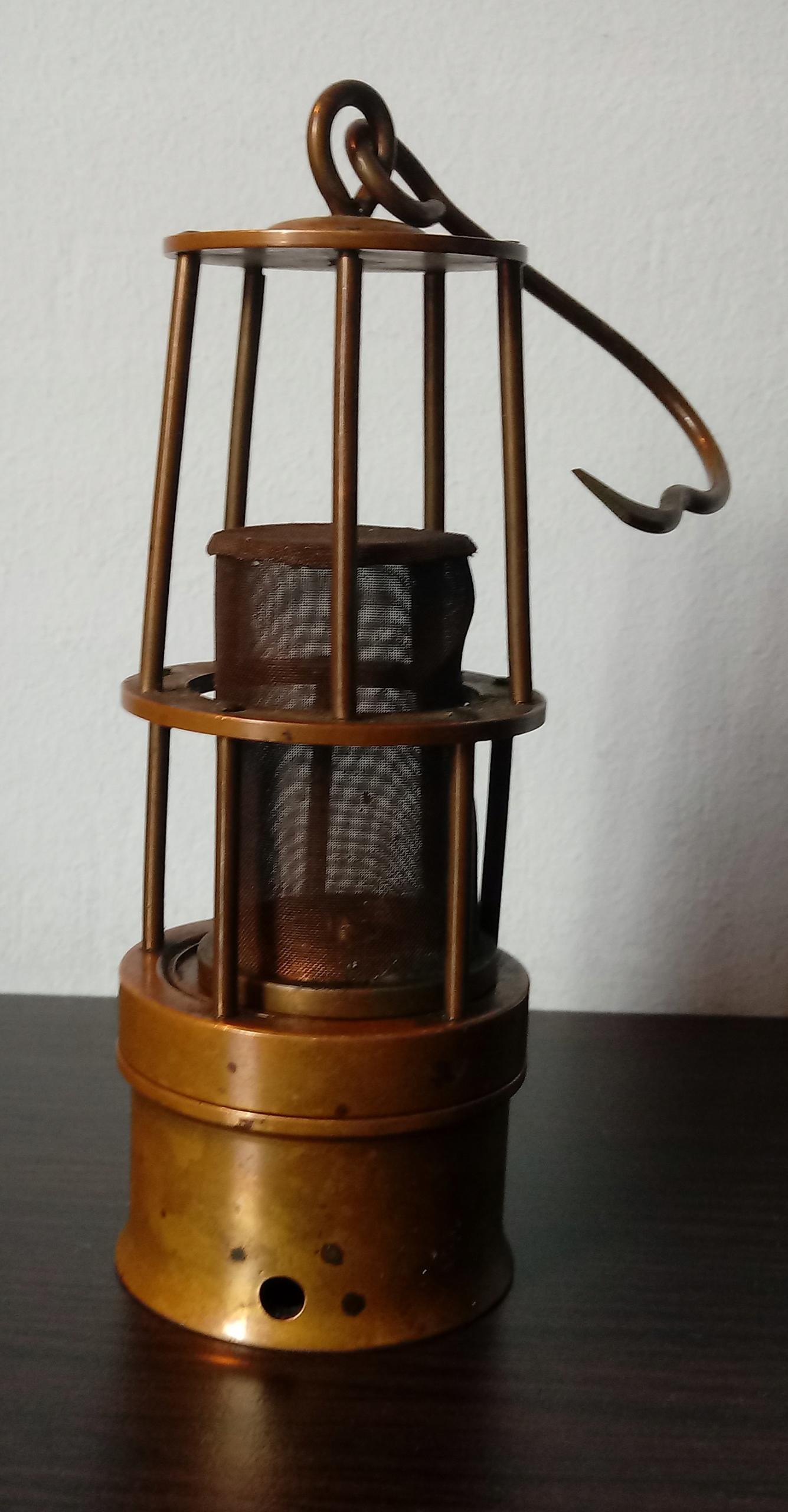 Ozdobna mosiężna miniaturka lampy górniczej
