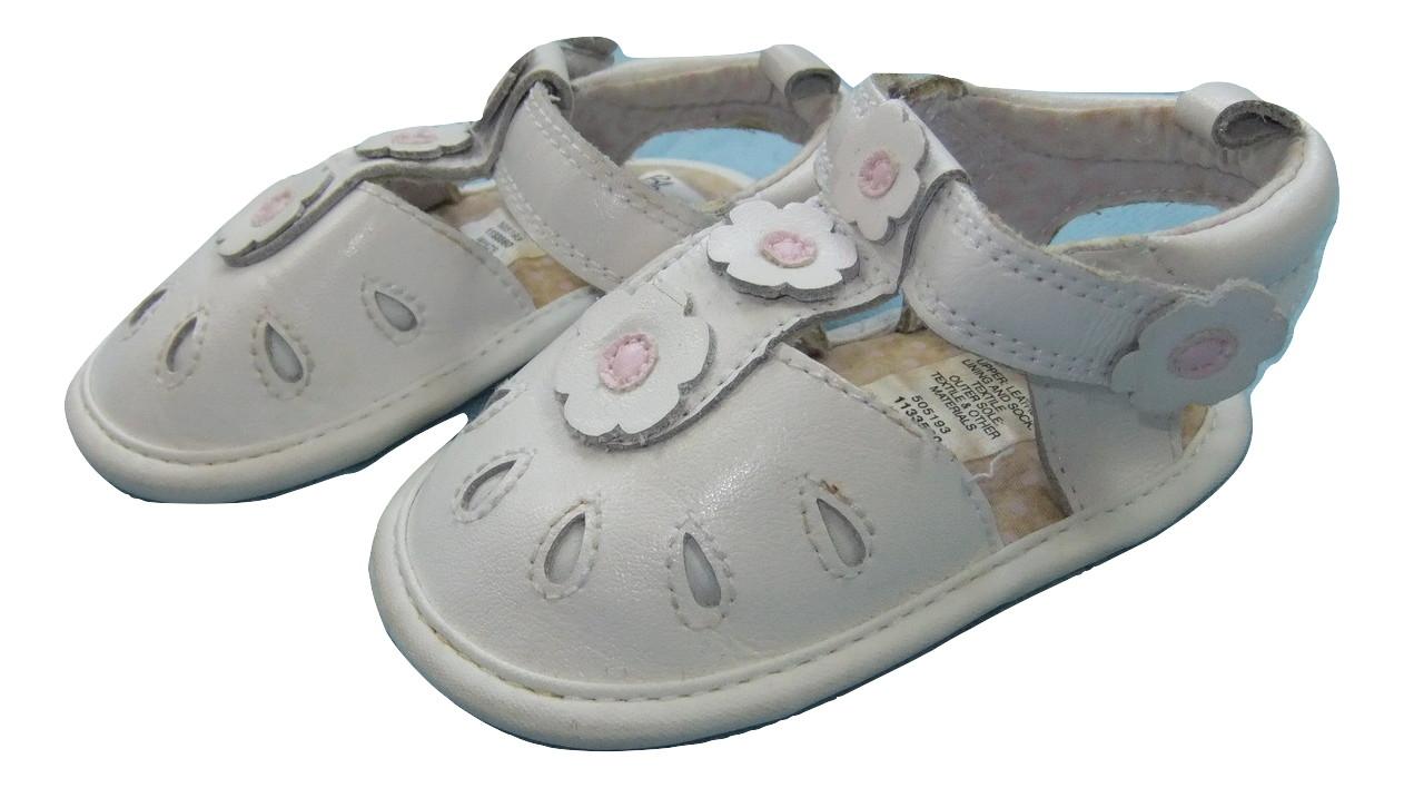białe buciki letnie niemowlęce  roz.19 wiek 12-18m