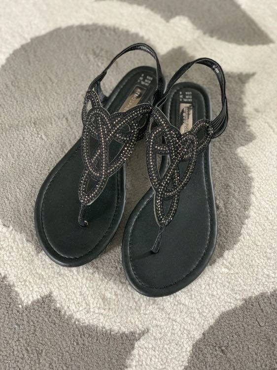 Sandałki czarne azurowe nowe japonki