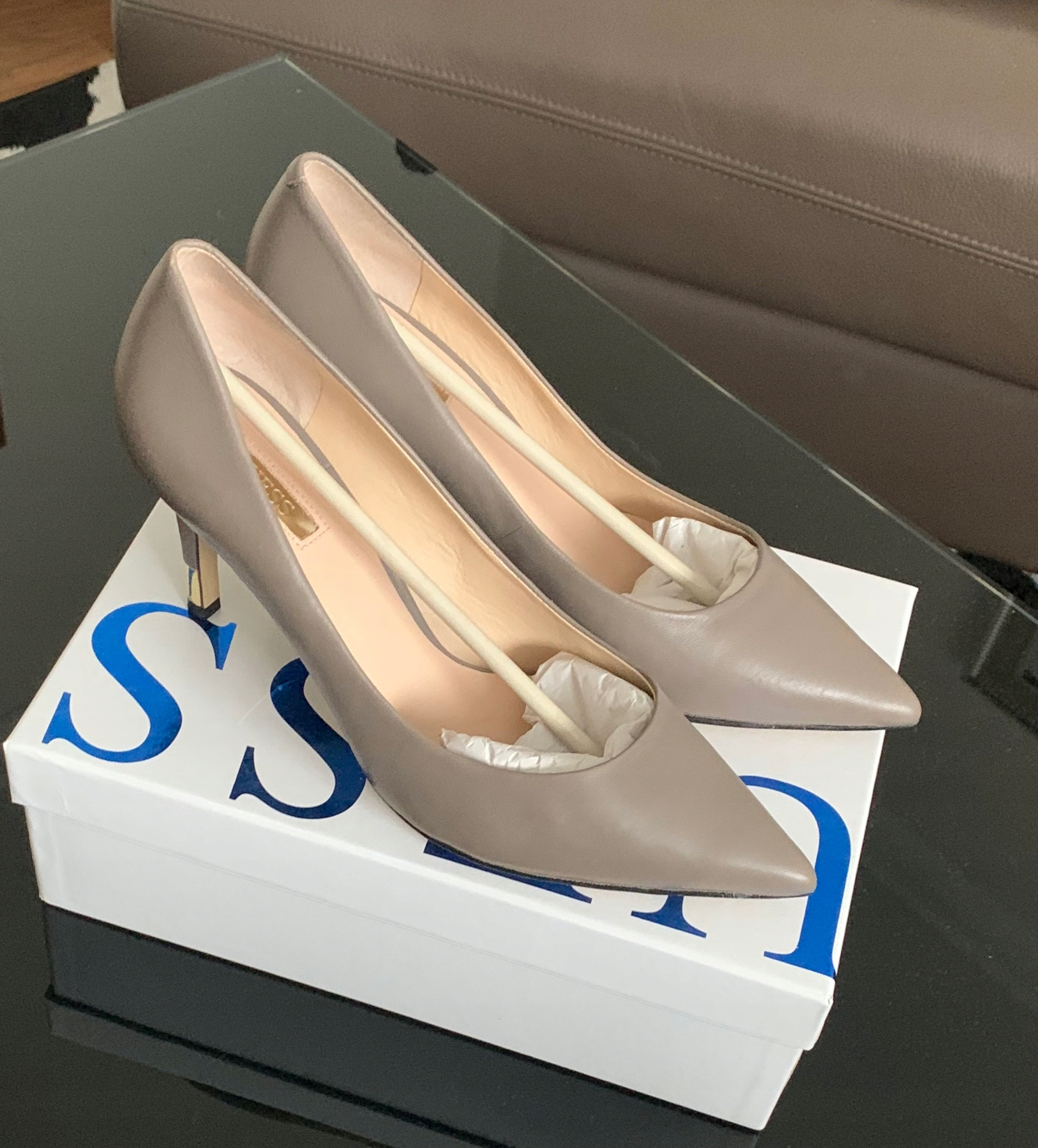 * GUESS * Szpilki Skóra Nowy Model Taupe 39 40