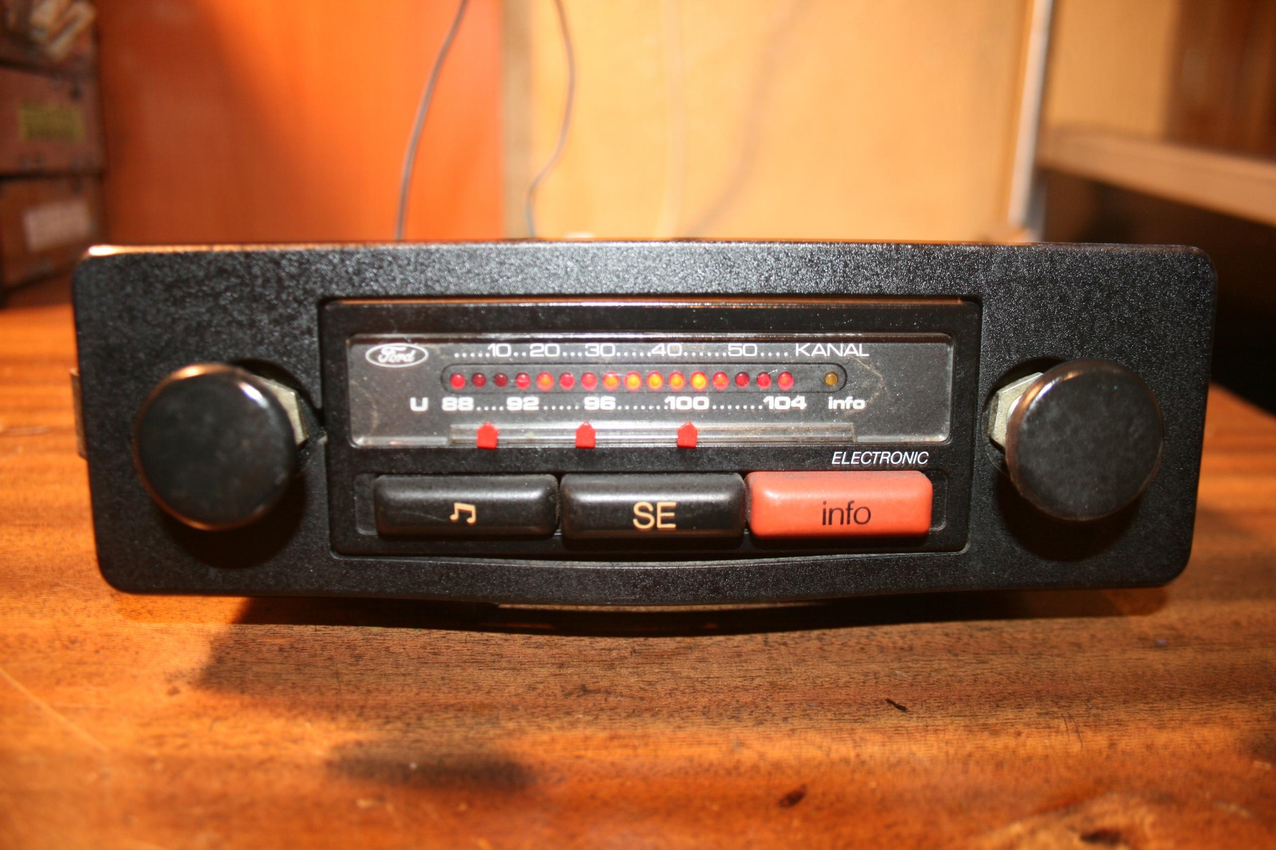 Zabytkowe radio Ford Electronic lata 70-te