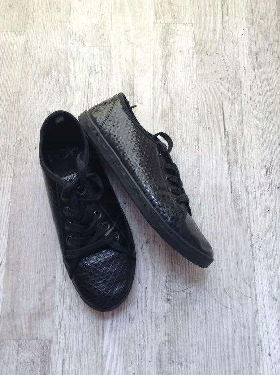 Czarne trampki tenisówki lakierowane 38