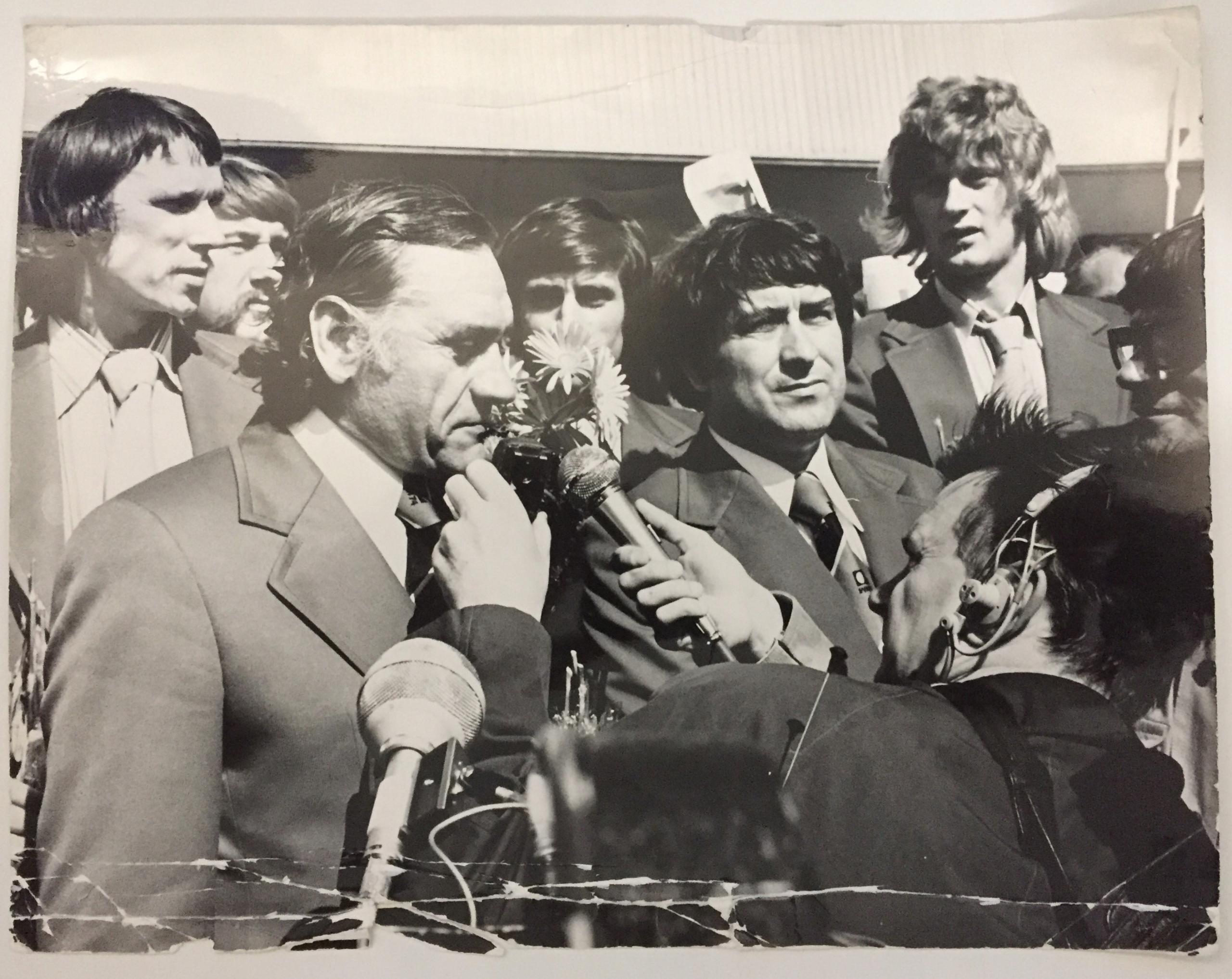 FOTOGRAFIA POWRÓT REPREZENTACJI POLSKI Z MŚ 1974 R