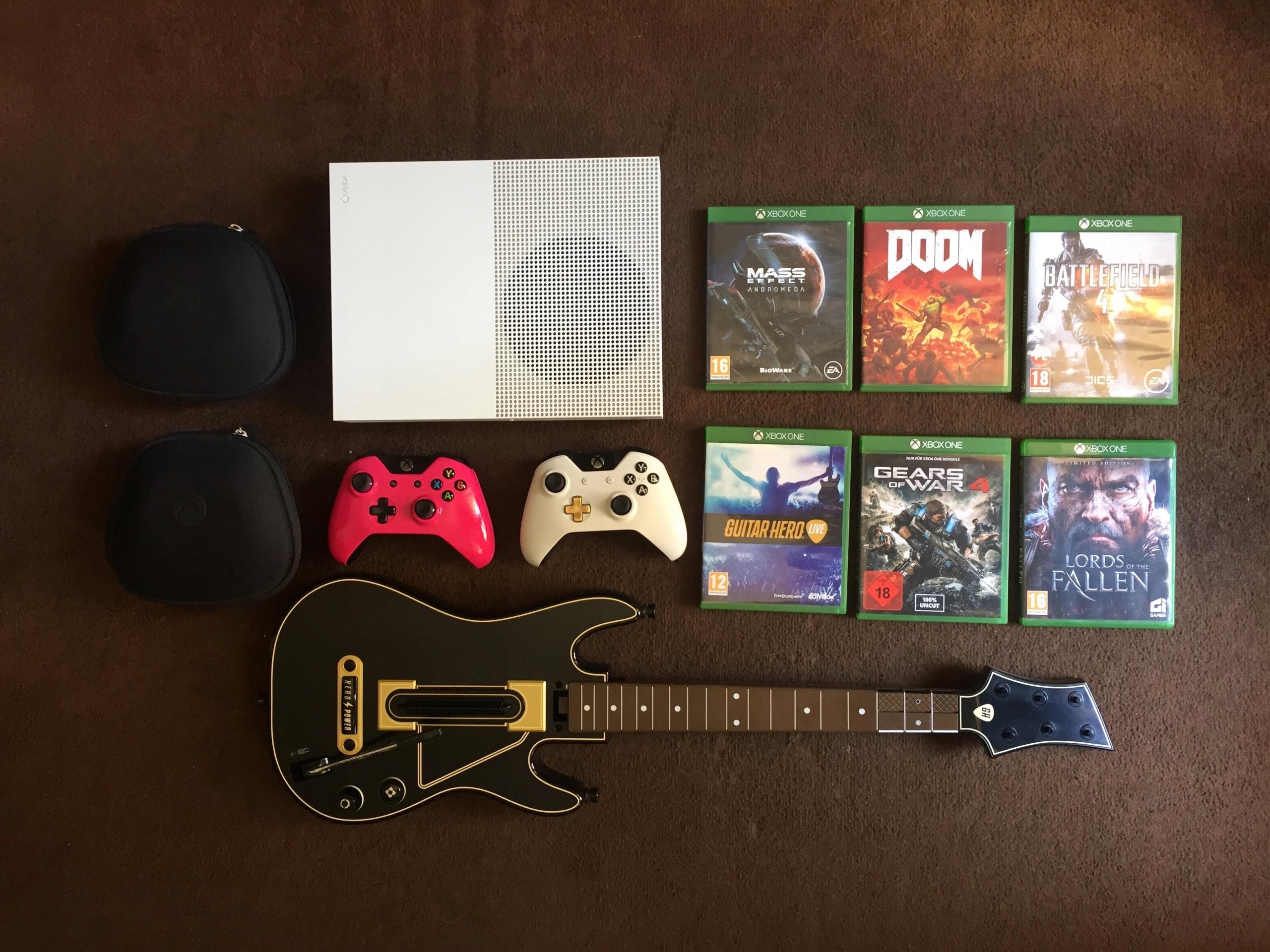 Xbox One S 1TB Zestaw Gry, 2 pady, gitara jak NOWA