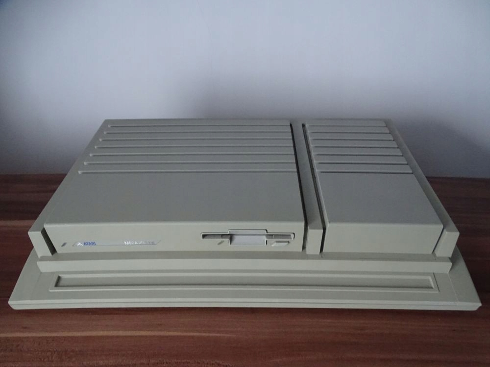 ATARI MEGA STE. 4MB RAM.