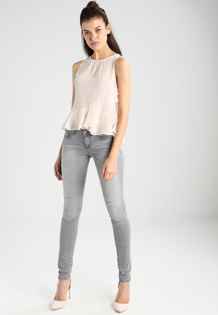 Bluzeczka Nee Look