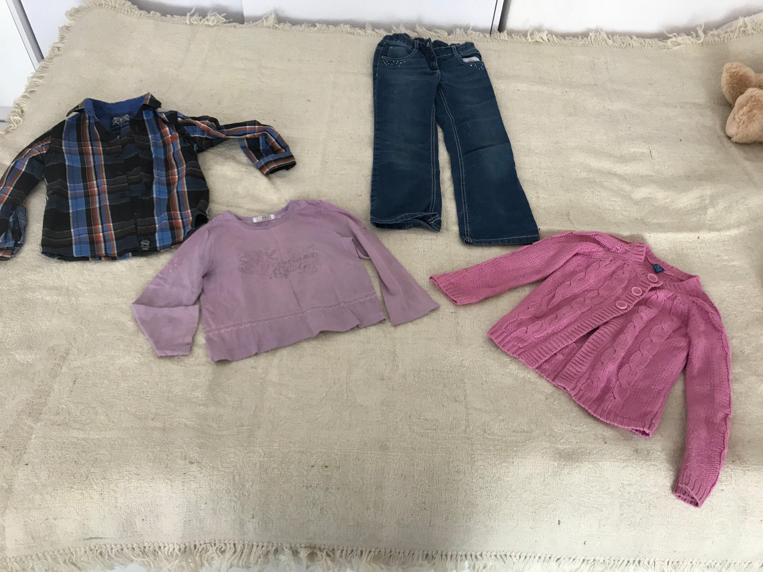 zestaw ubran spodnie koszula w krate sweter bluzka