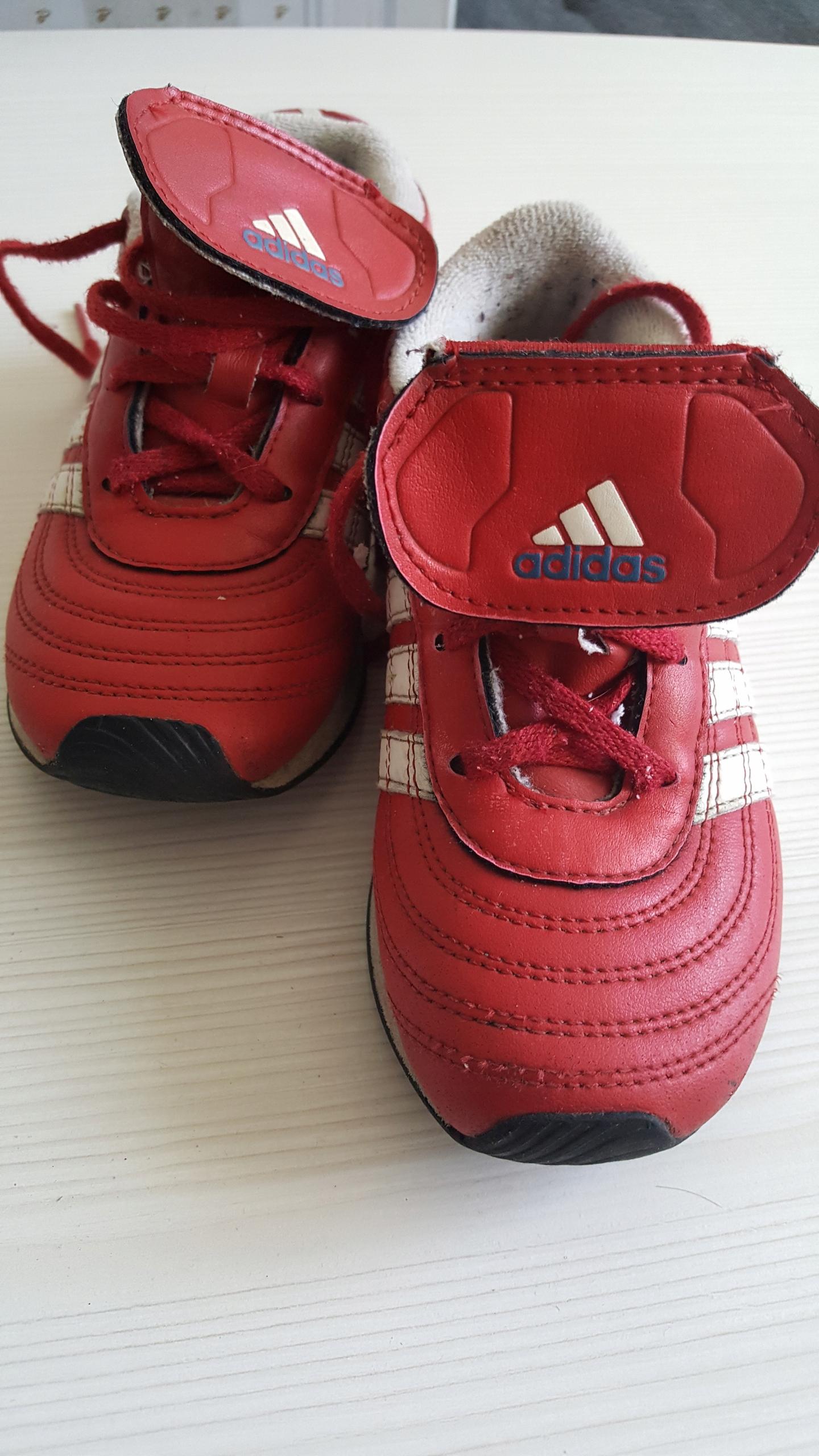 adidas skóra UK 9,5 27 czerwono-białe