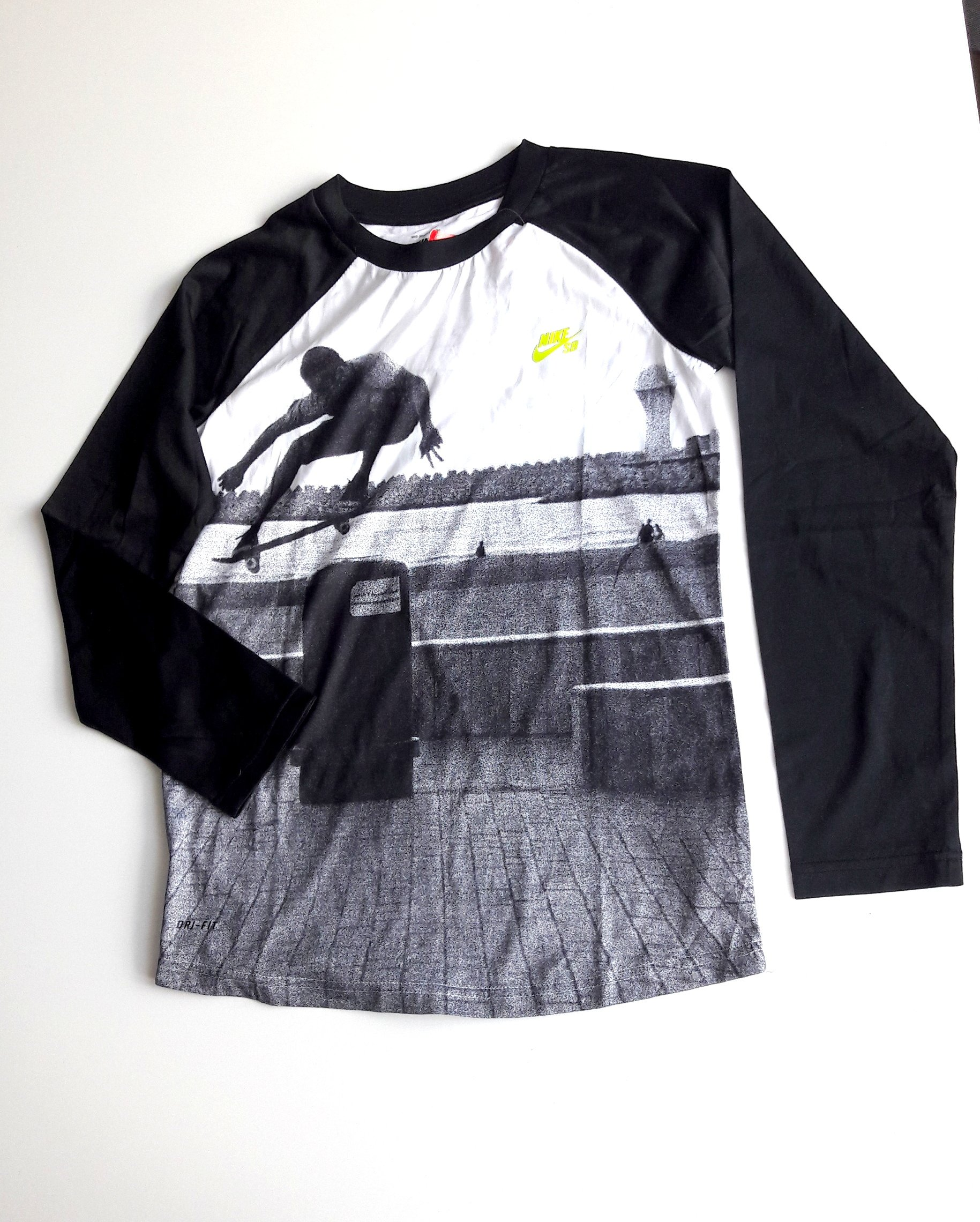 NIKE skateboarding bluza chłopięca dry-fit 12+