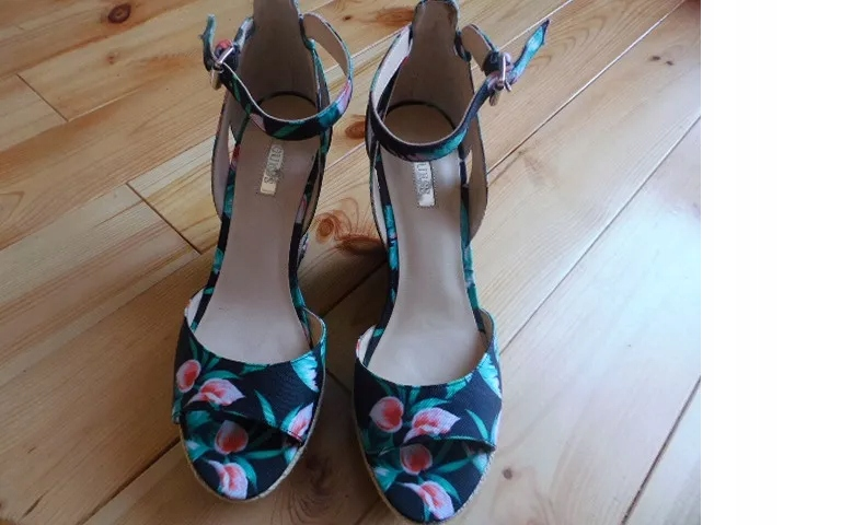 Buty sandałki na koturnie GUESS r. 39