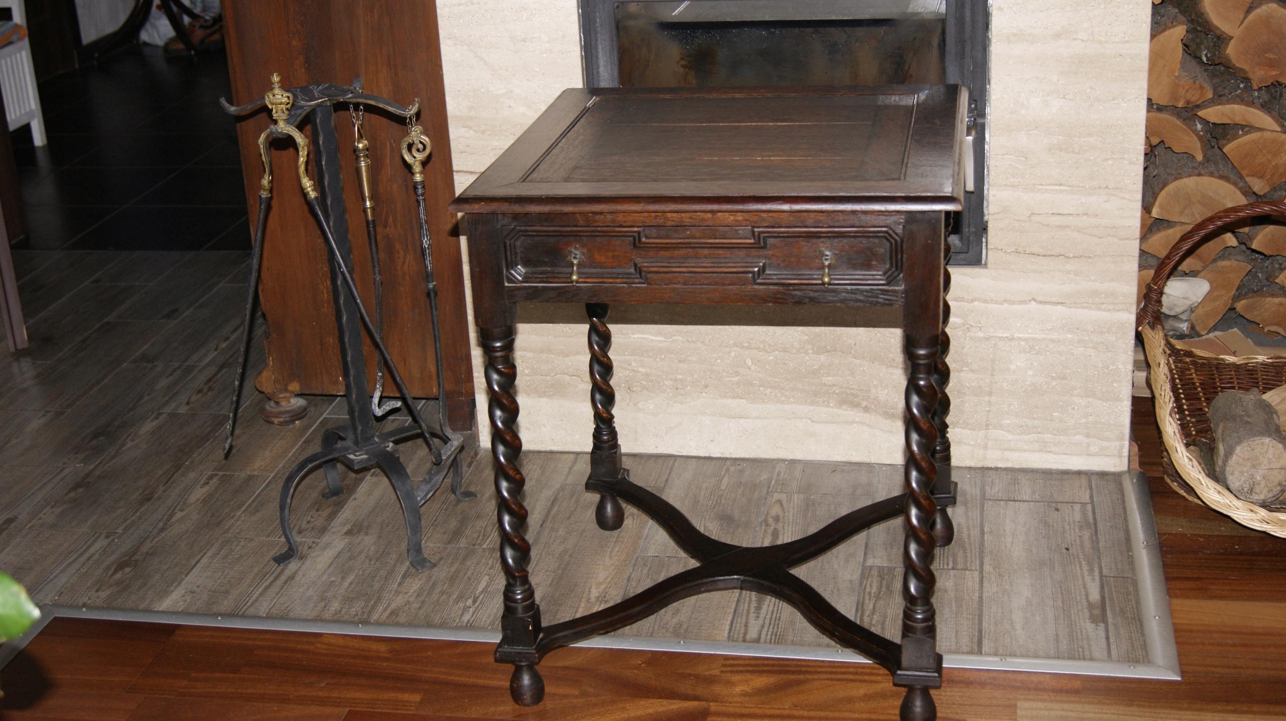 Stary stolik natur.drewno z szufladą lata 30-te