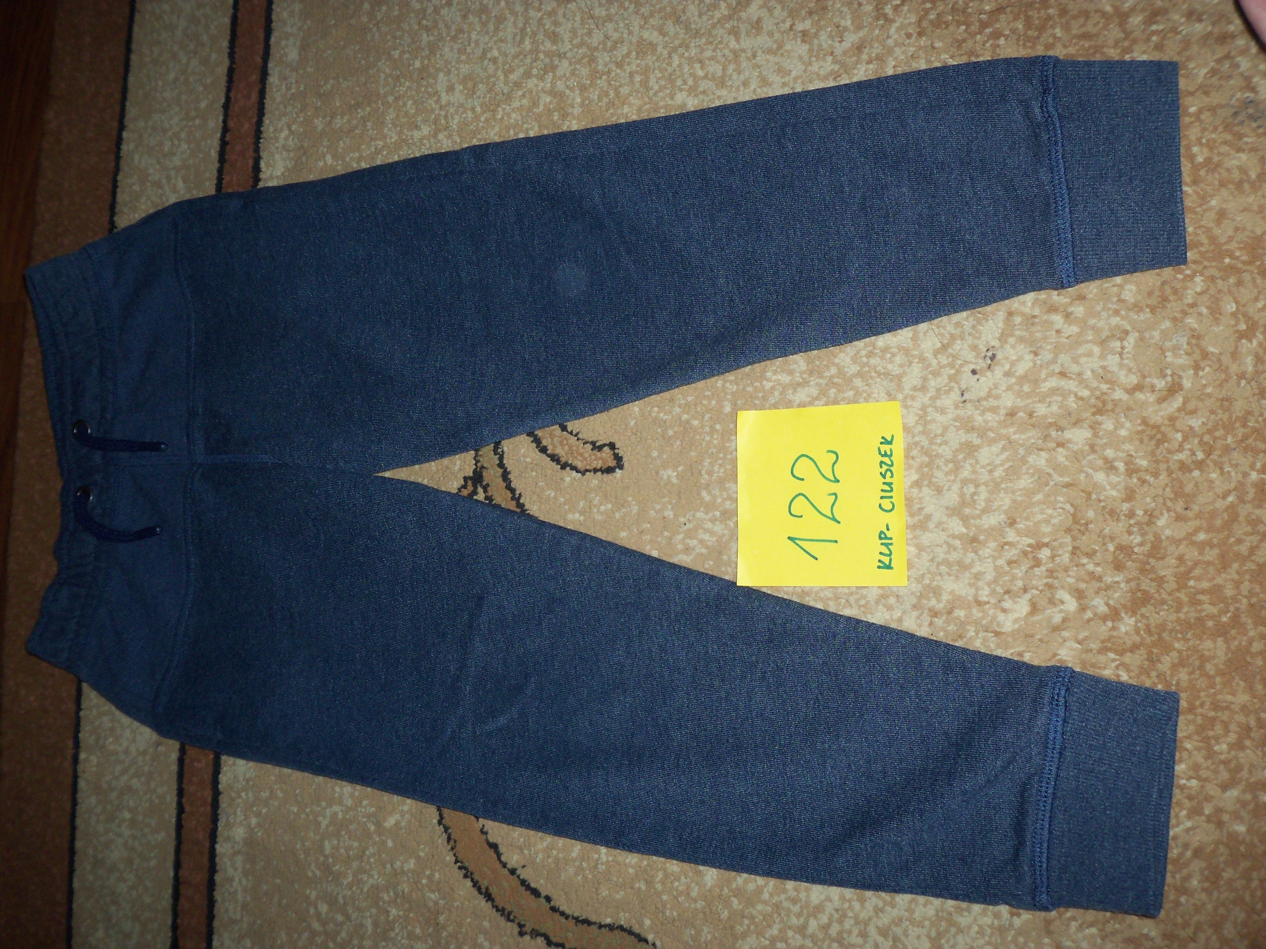 Spodnie chłopięce w rozmiarze 122