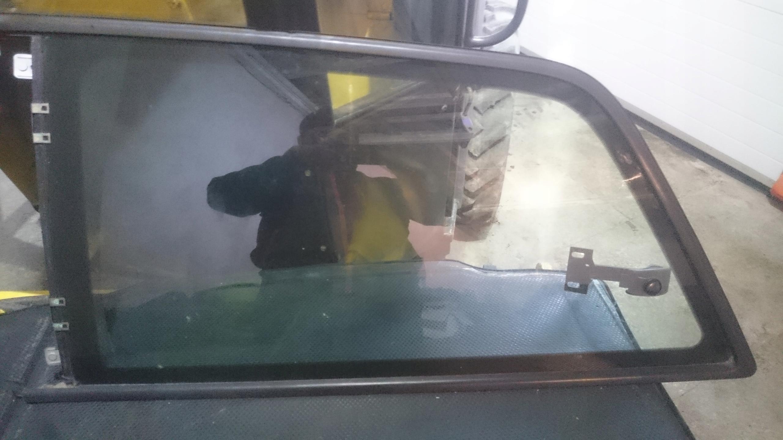 SZYBA KAROSERYJNA LEWA TYLNA TYŁ AUDI A3 8L 3D