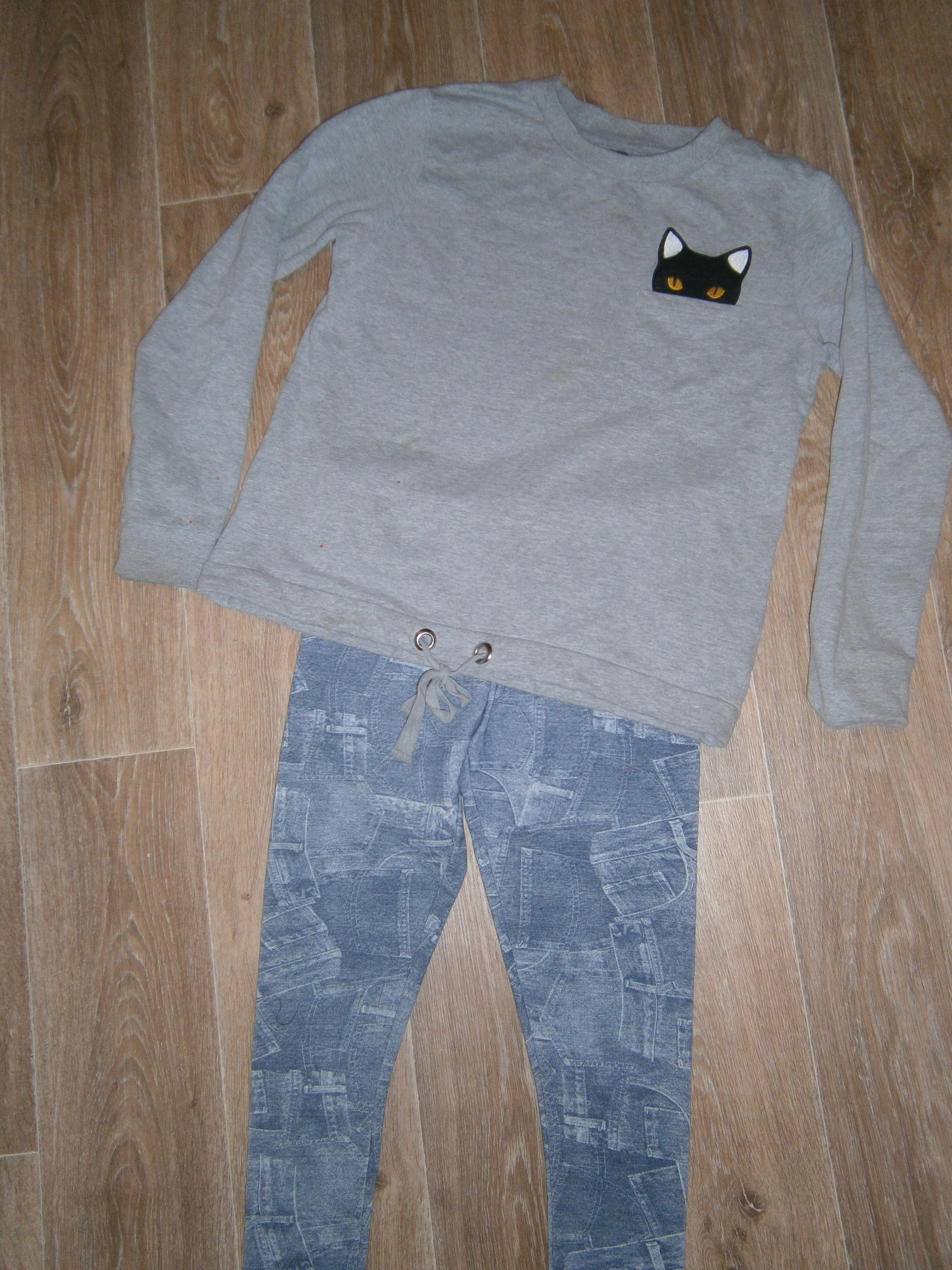 Bluzeczka z kotkiem i legginsy