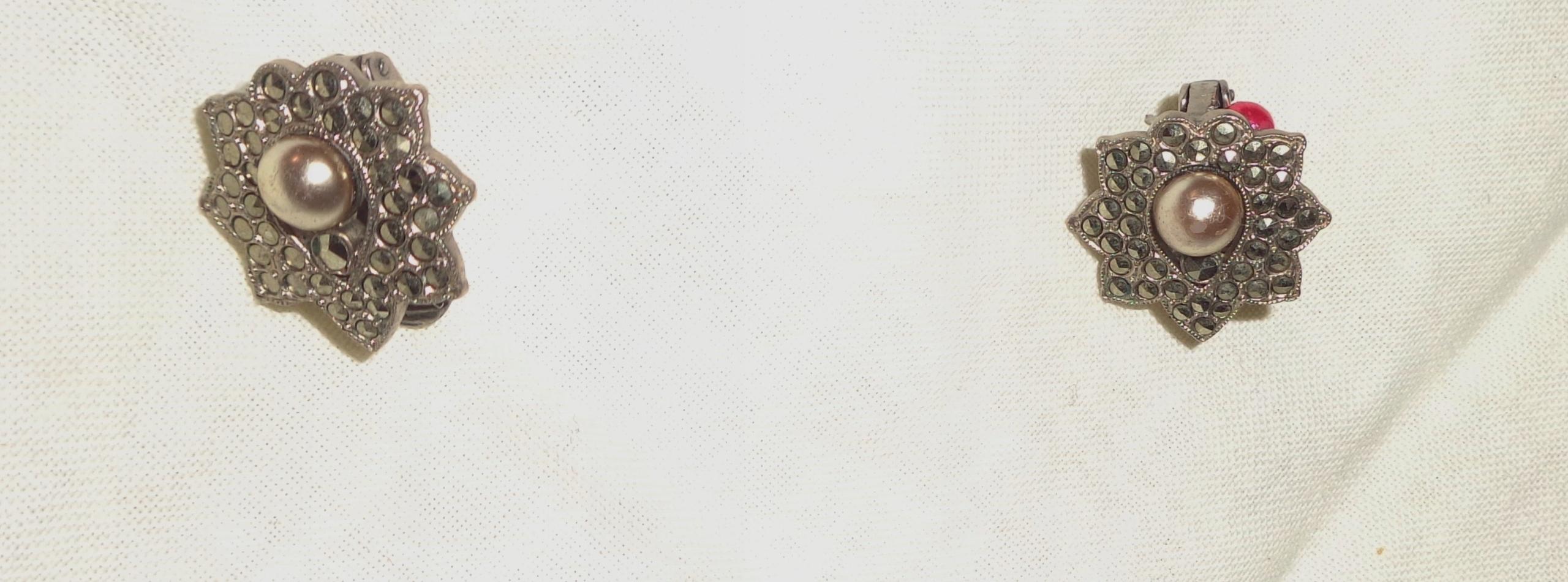 Pękne stare klipsy-świecąca rozeta z perłą
