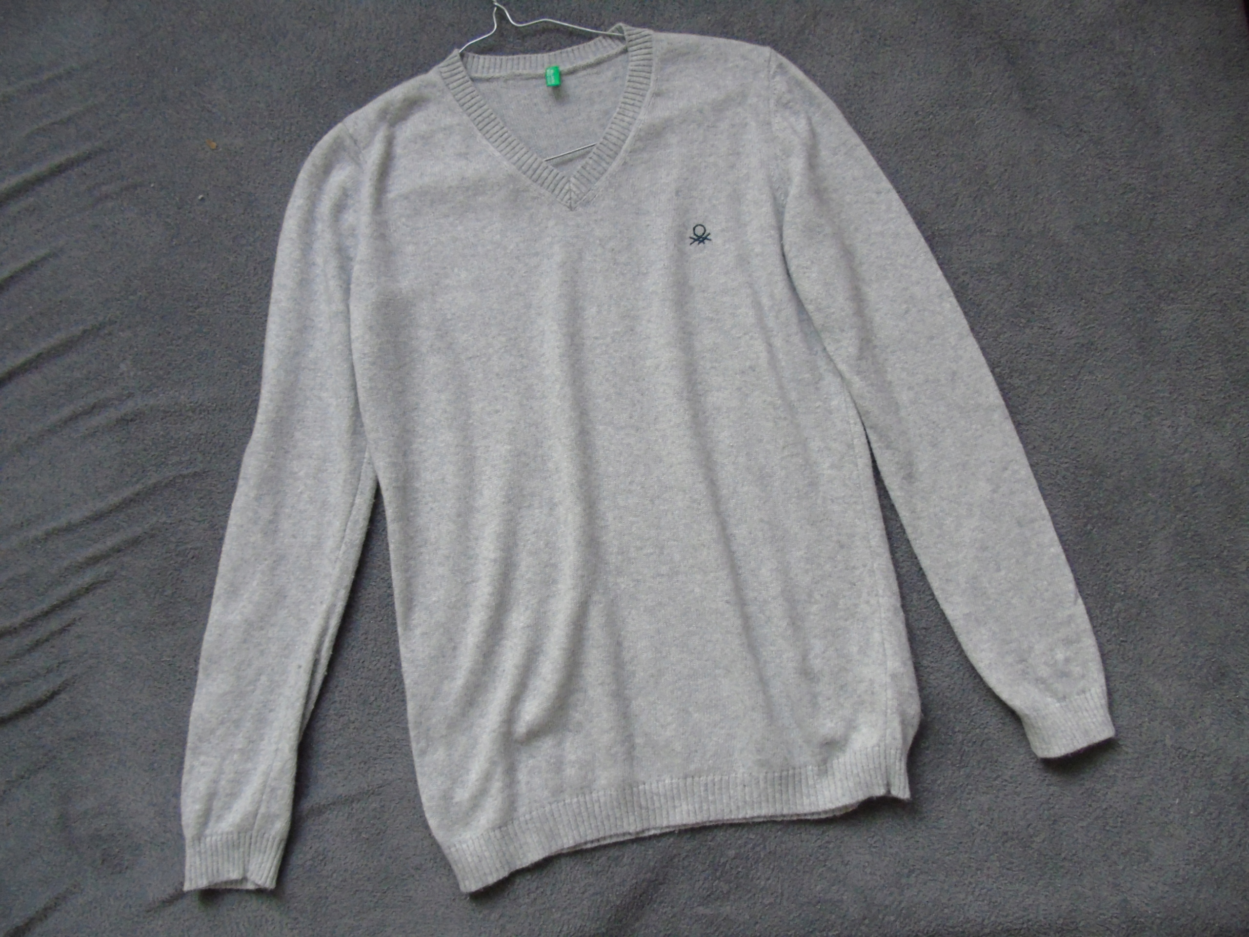 szary sweter BENETTON 146/152 kaszmir chłopięcy