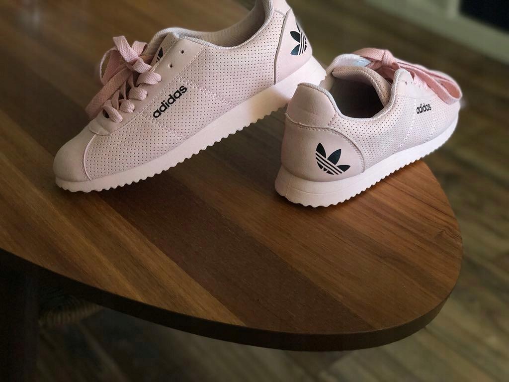 Buty sportowe Adidas Rozmiar 37 pudrowy róż 7505399311