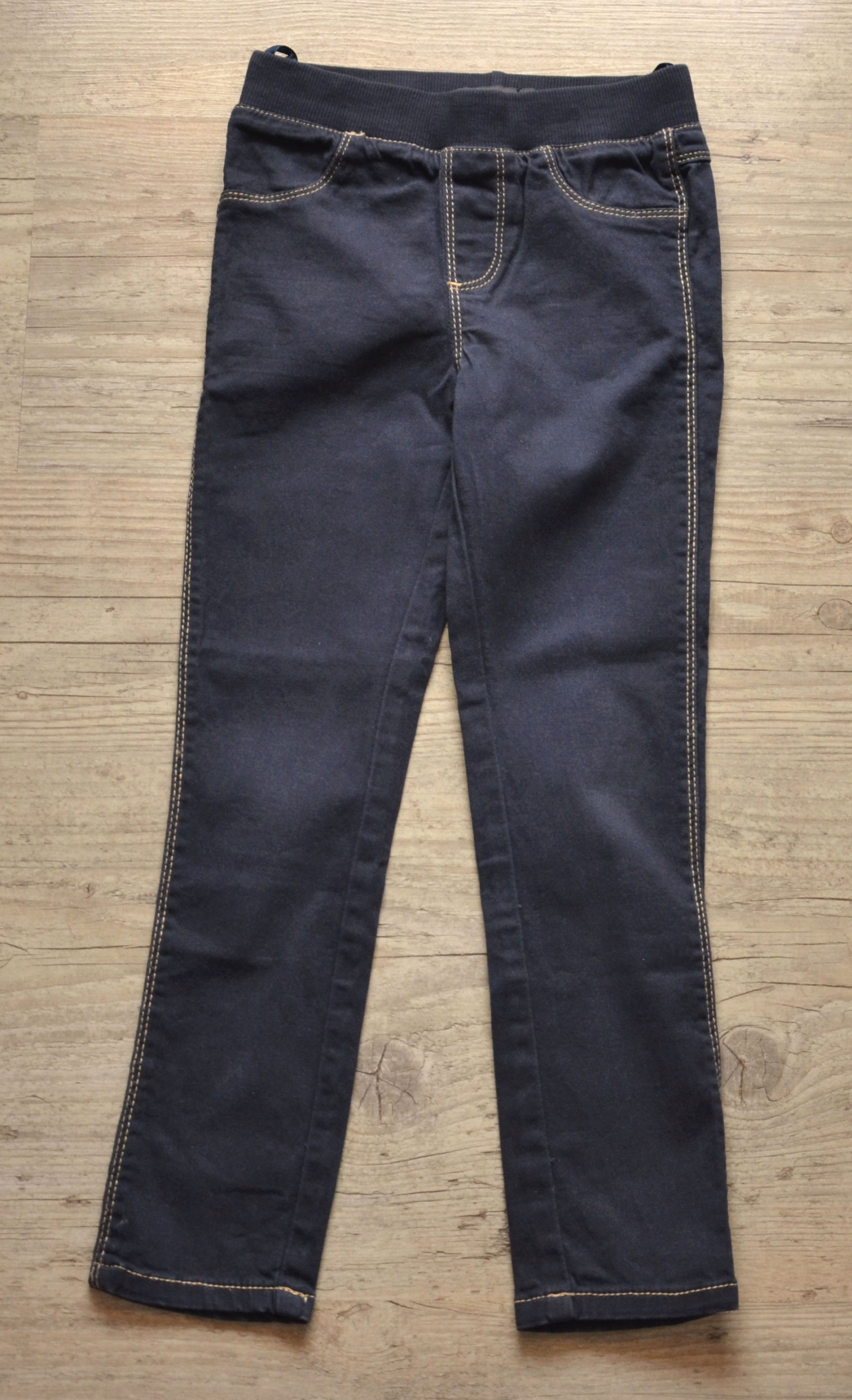 Spodnie rurki - treginsy rozm. 116, 5 lat