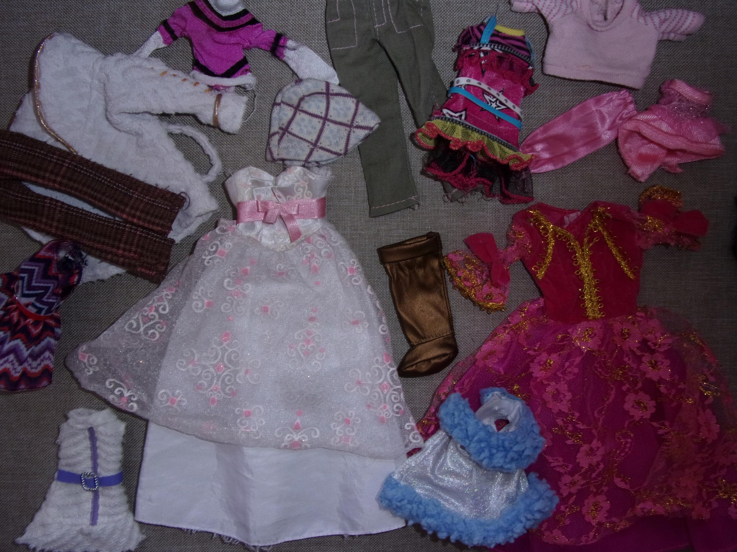 Zestaw ubranek lalek Barbie rózne