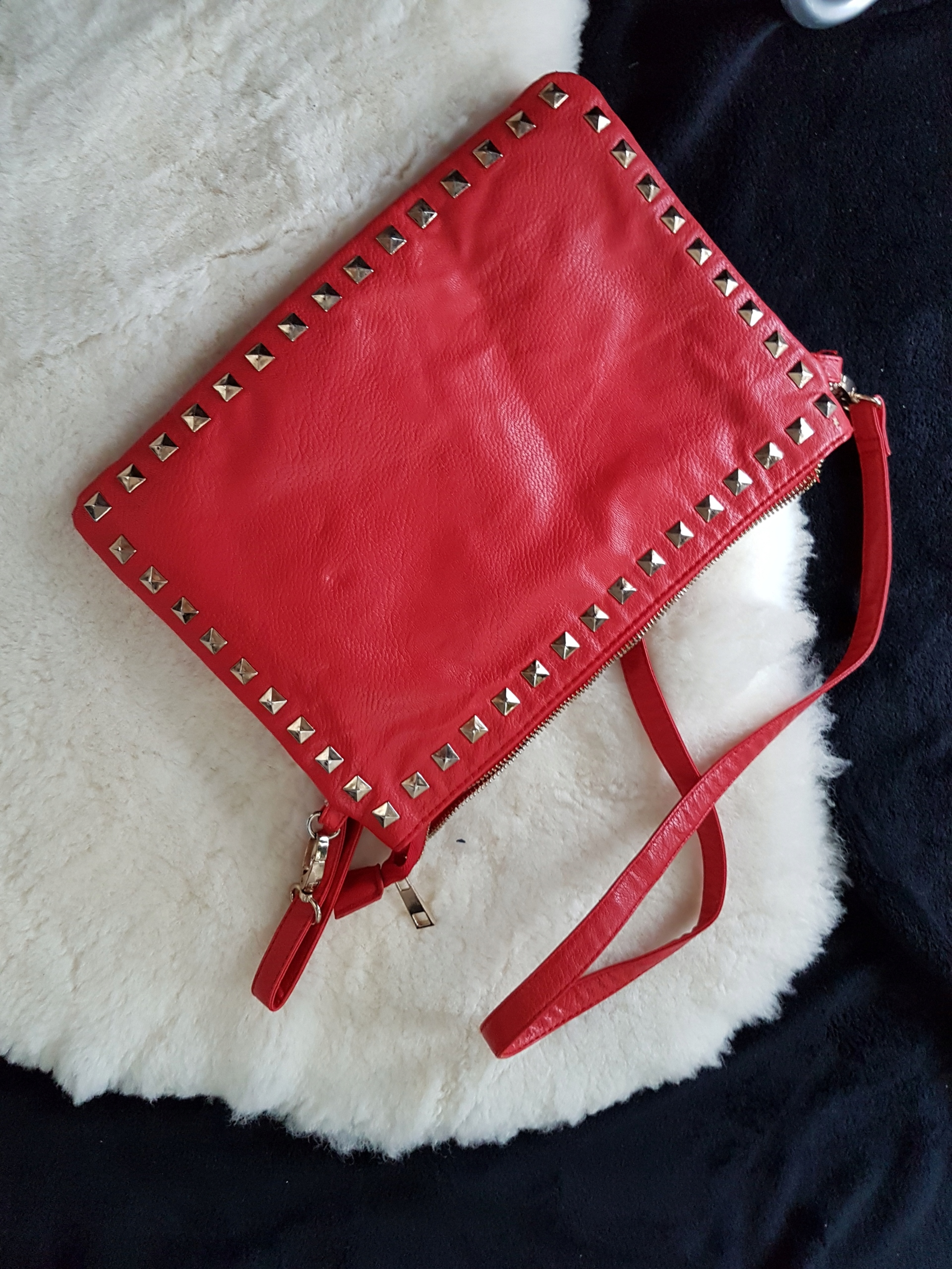 czerwona kopertówka torebka ćwieki