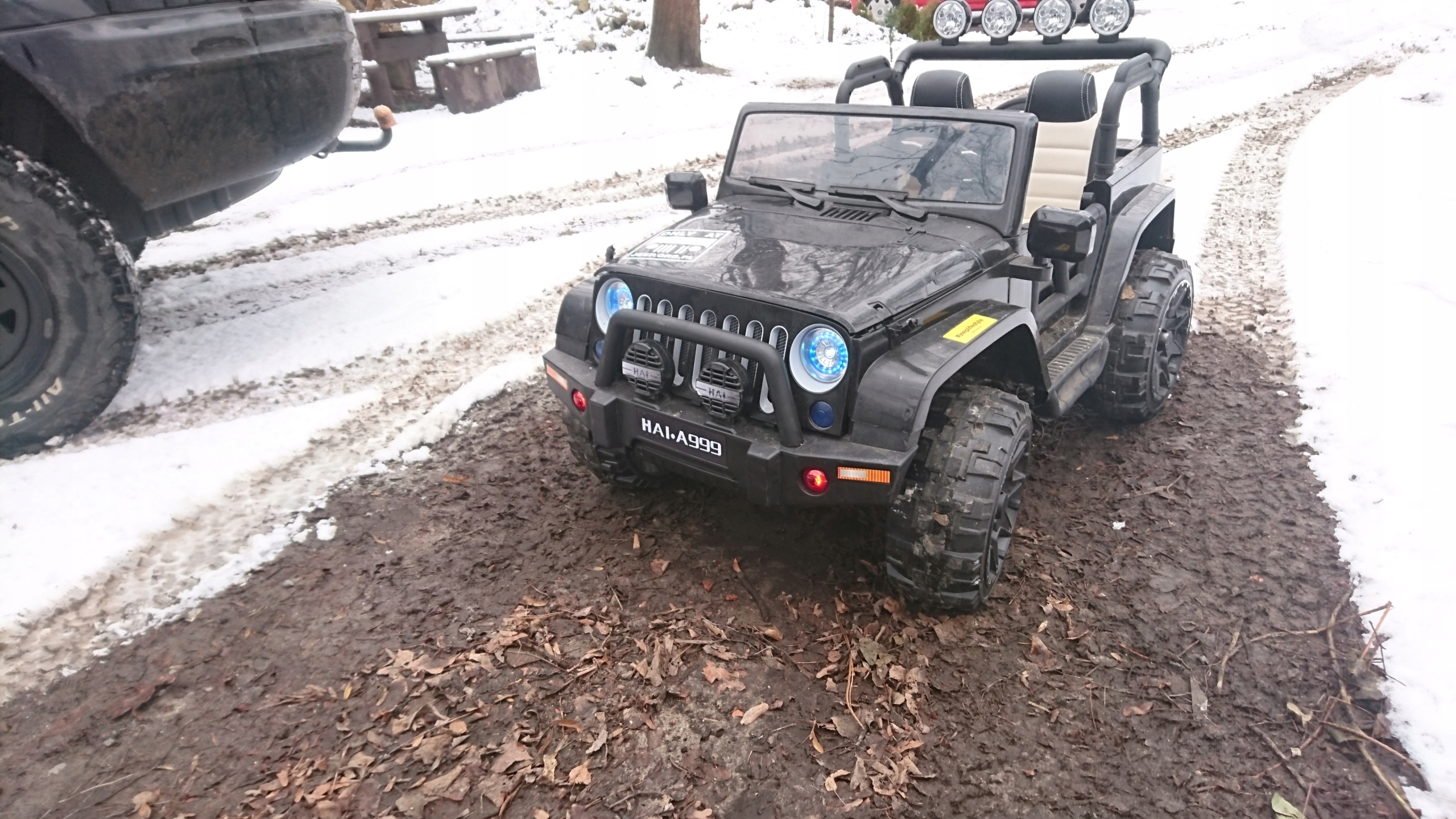 Jeep na akumulator 4x4