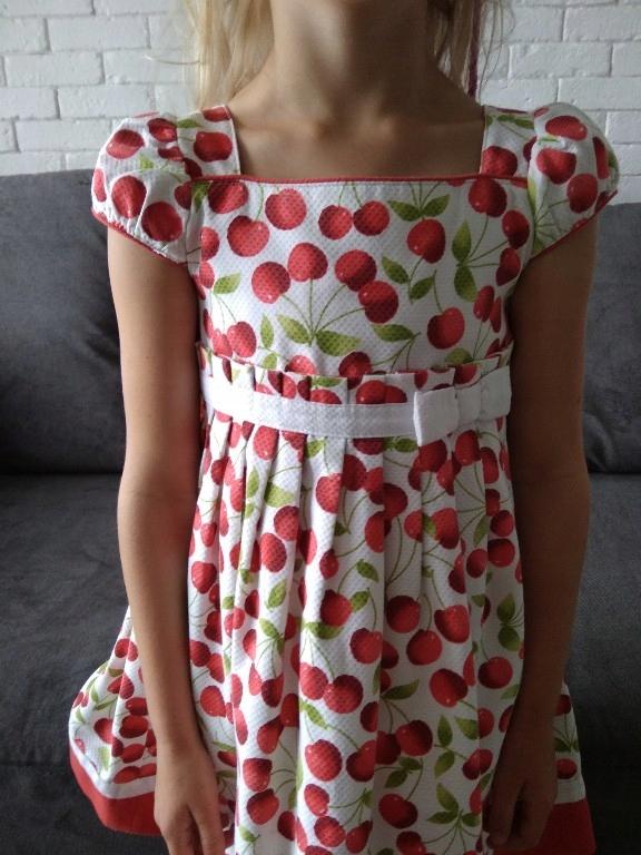 Sukienka w wiśnie r. 116