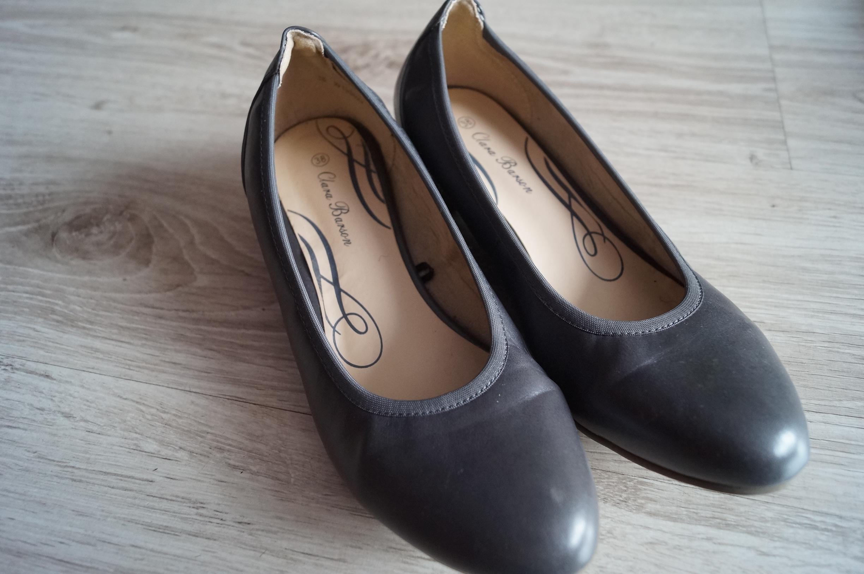 damskie buty na wysokiej koturnie