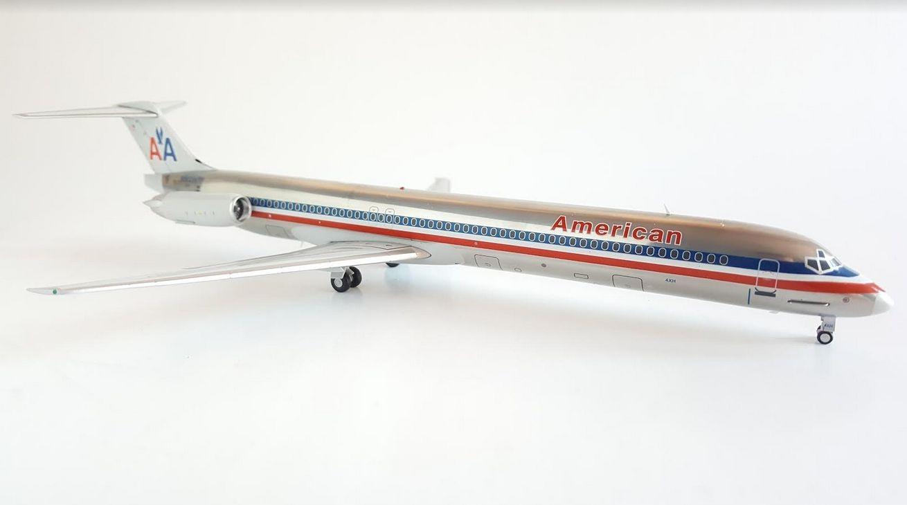 Model samolotu MD83 American Airlines 1:200 METAL