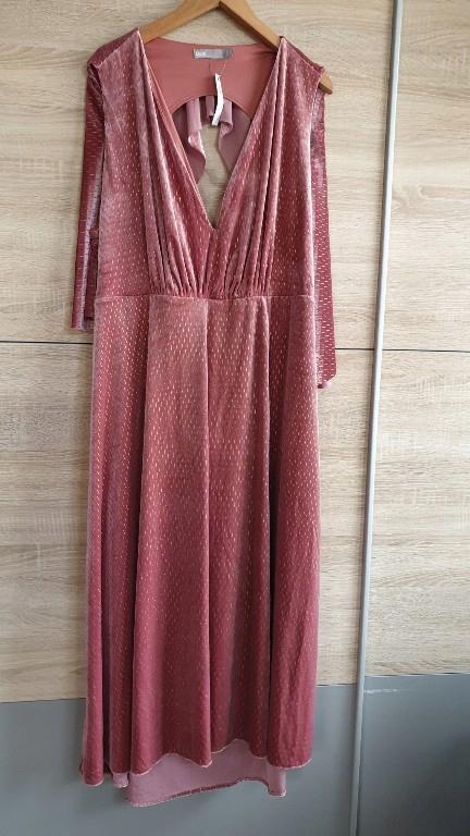welurowa sukienka maxi 52 54 dekolt brudny róż
