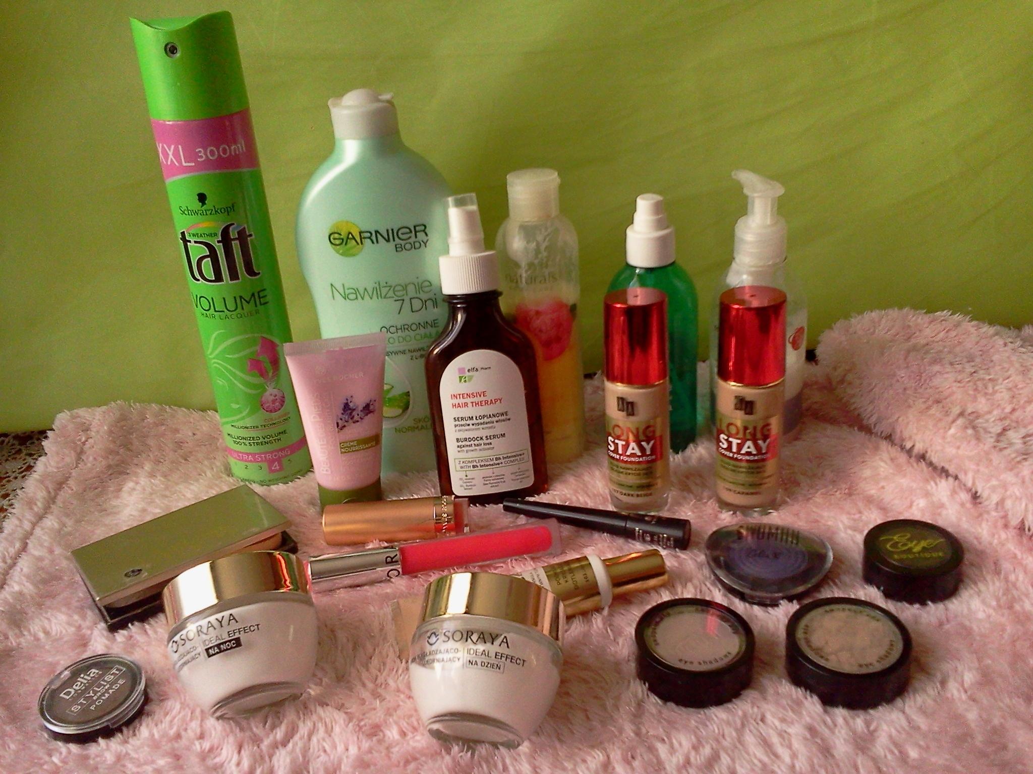 Zestaw różnych kosmetyków .