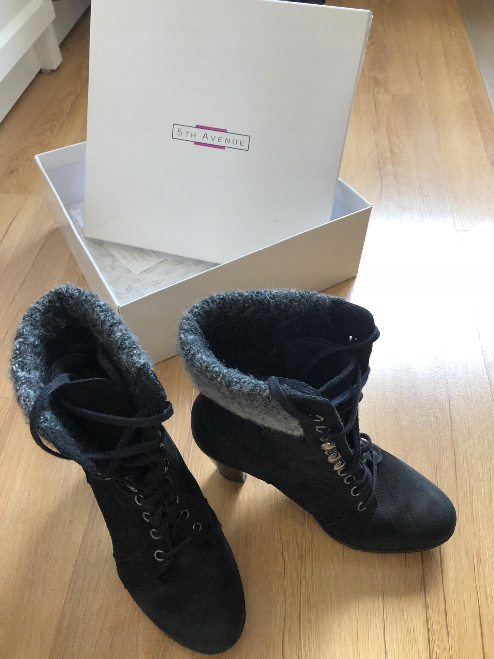 Czarne sznurowane botki 5th Avenue