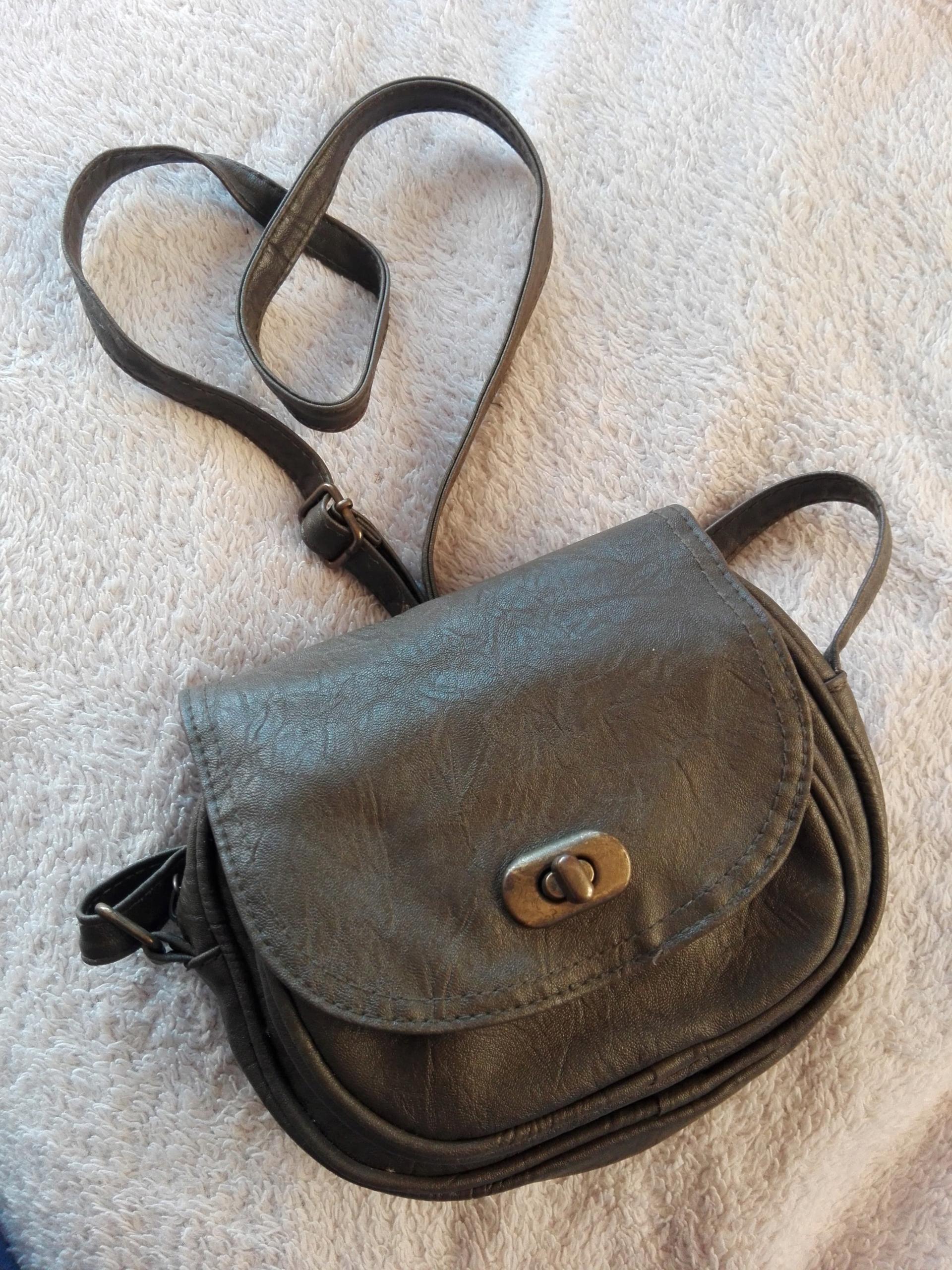 Oliwkowa torebka listonoszka mała Reserved