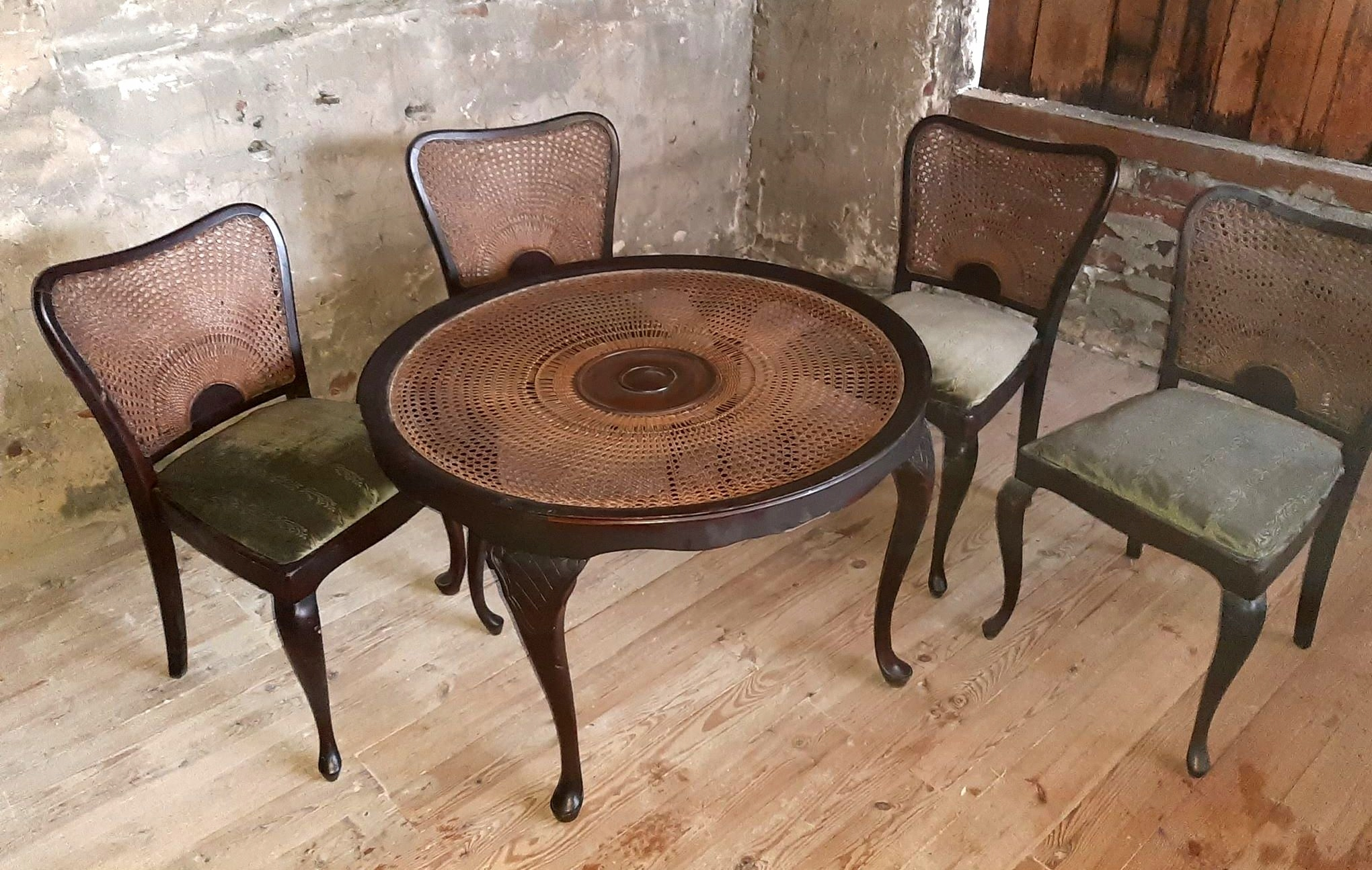 Stół oraz 4 krzesła stare drewno CUDO