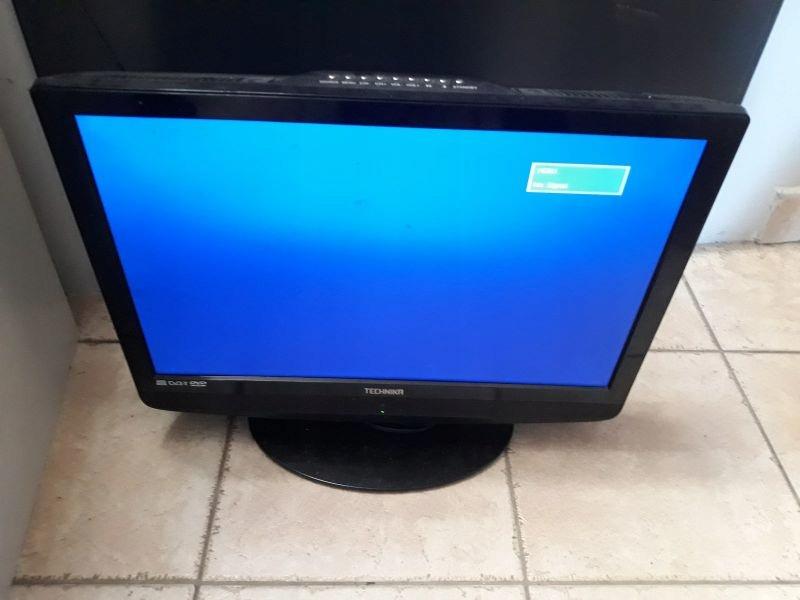 TELEWIZOR TECHNIKA X22/14B-GB-TCD-UK