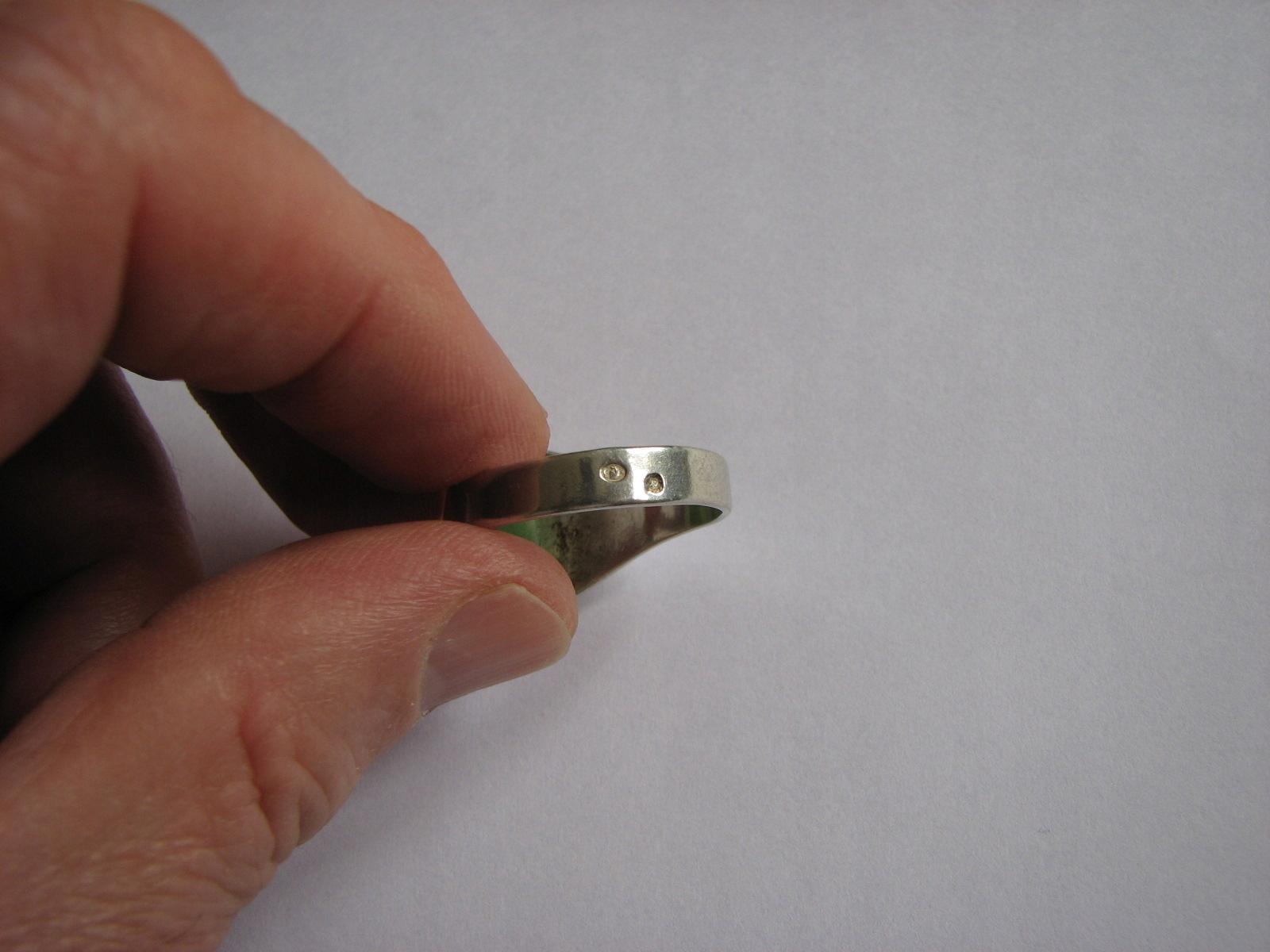 Ag. Srebrny sygnet z zielonym oczkiem Próba 3