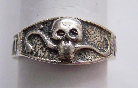 Srebrny sygnet/pierścionek z trupią czaszką